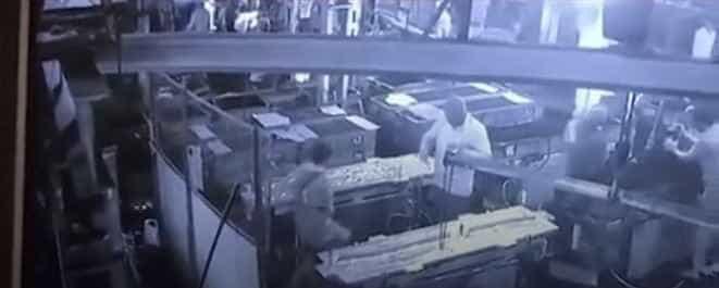 Brincadeira entre funcionário e chefe termina em tragédia na Índia