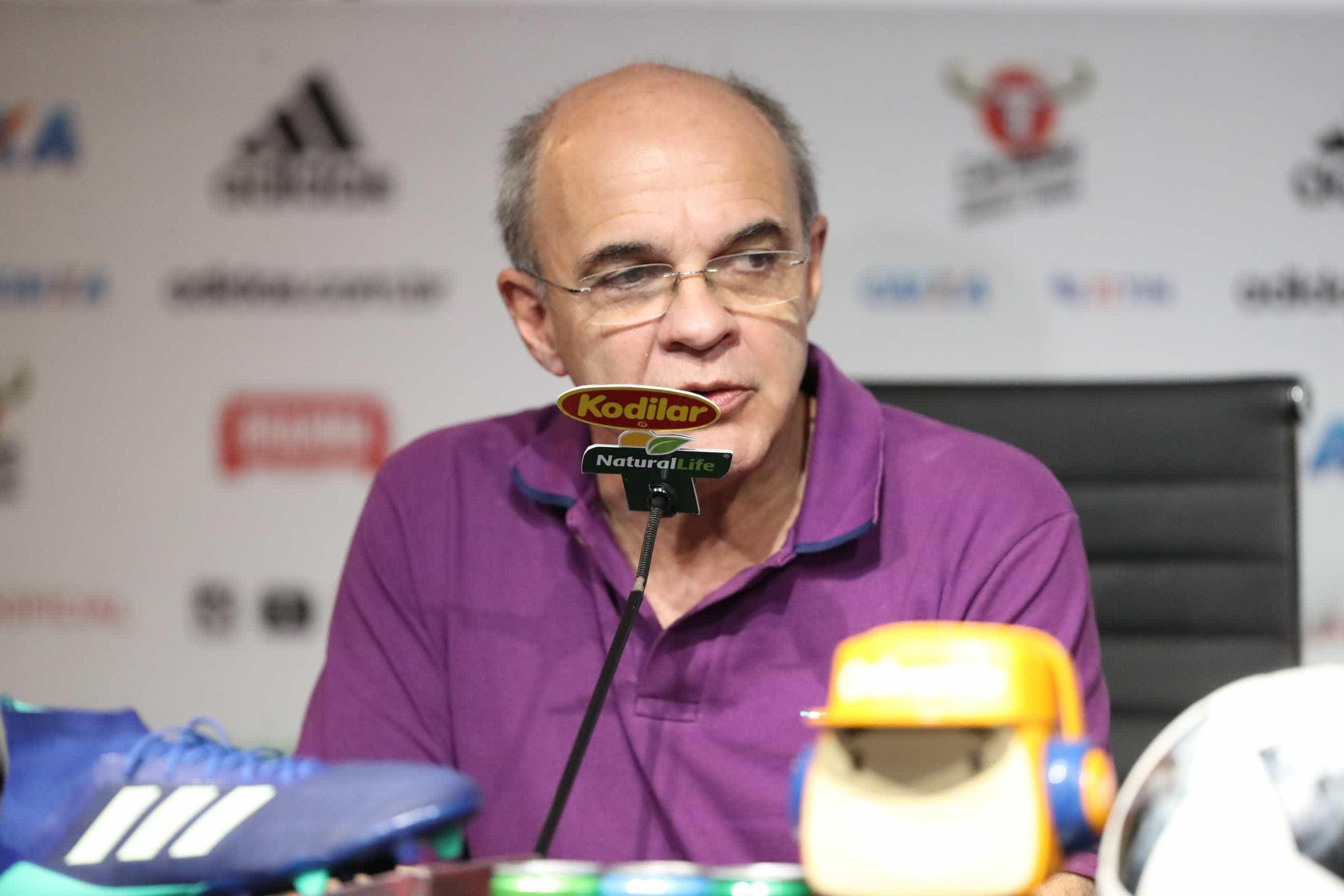 Bandeira rebate acusações sobre venda de Paquetá