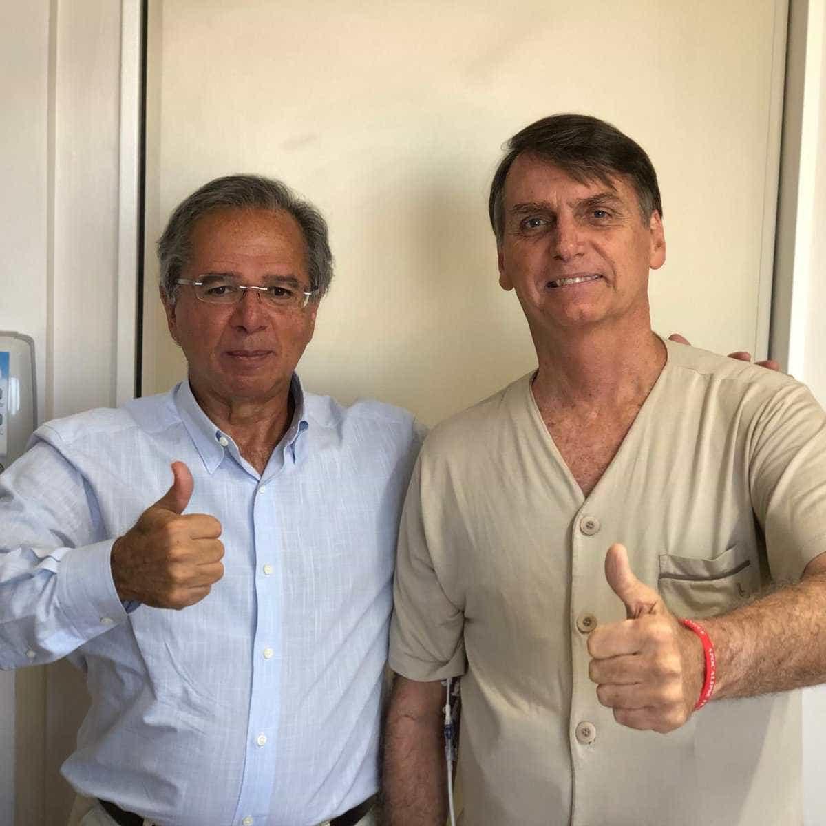 Bolsonaro recebe Paulo Guedes e posta foto no Twitter