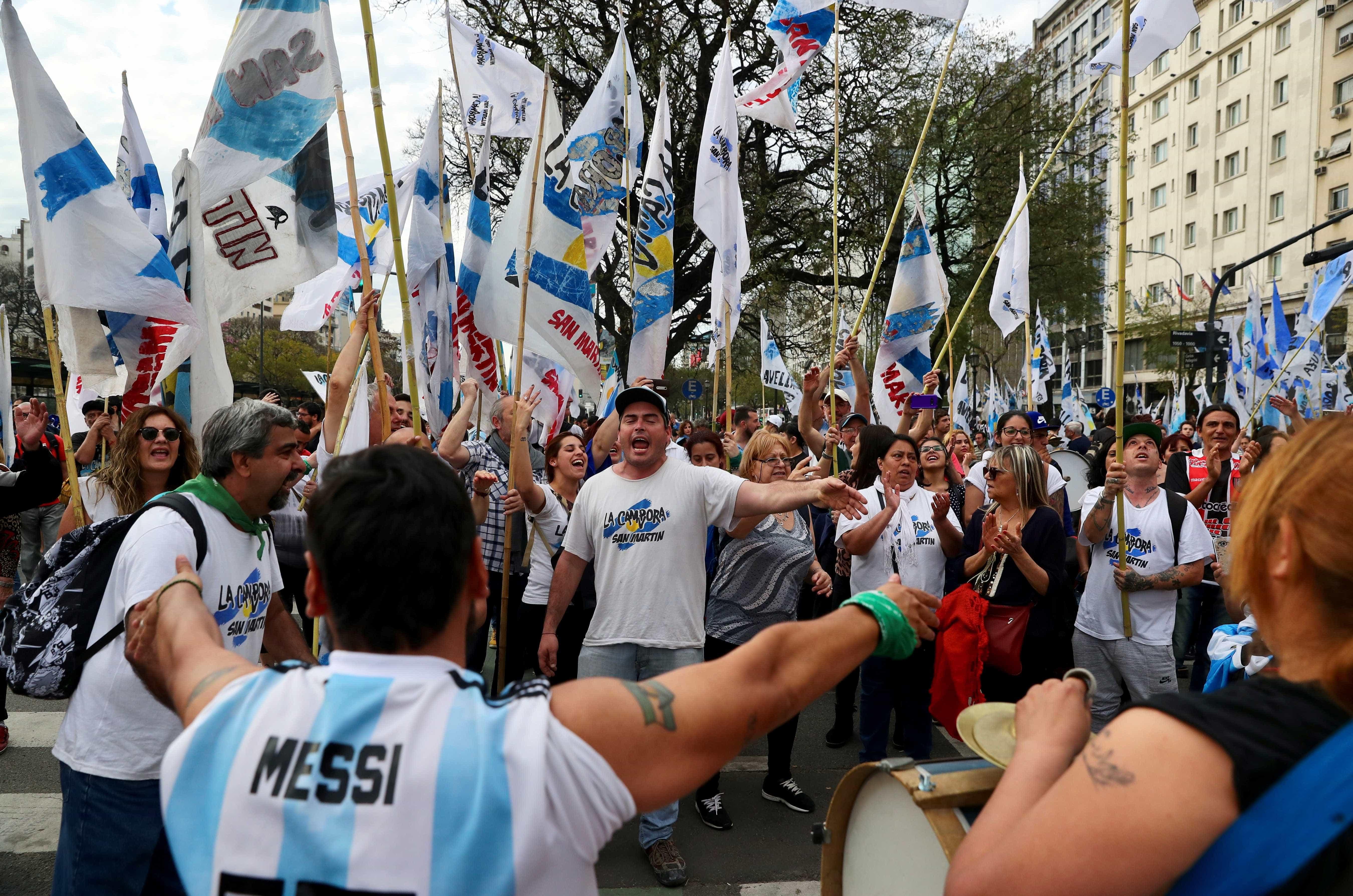 Argentinos fazem corrida a postos, bancos e mercados antes de greve