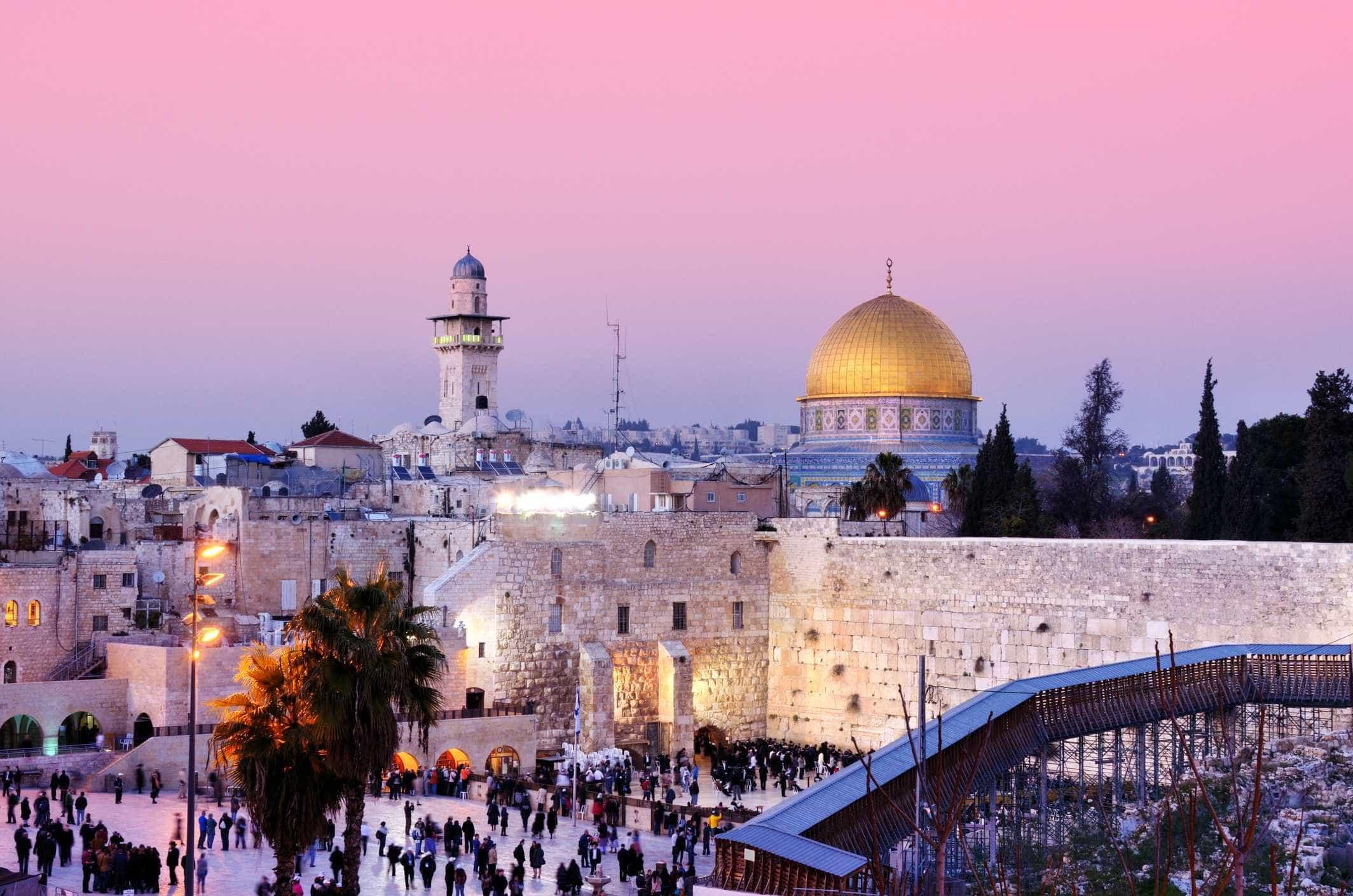 Já pensou em visitar Israel? O país tem atrações para todos os gostos