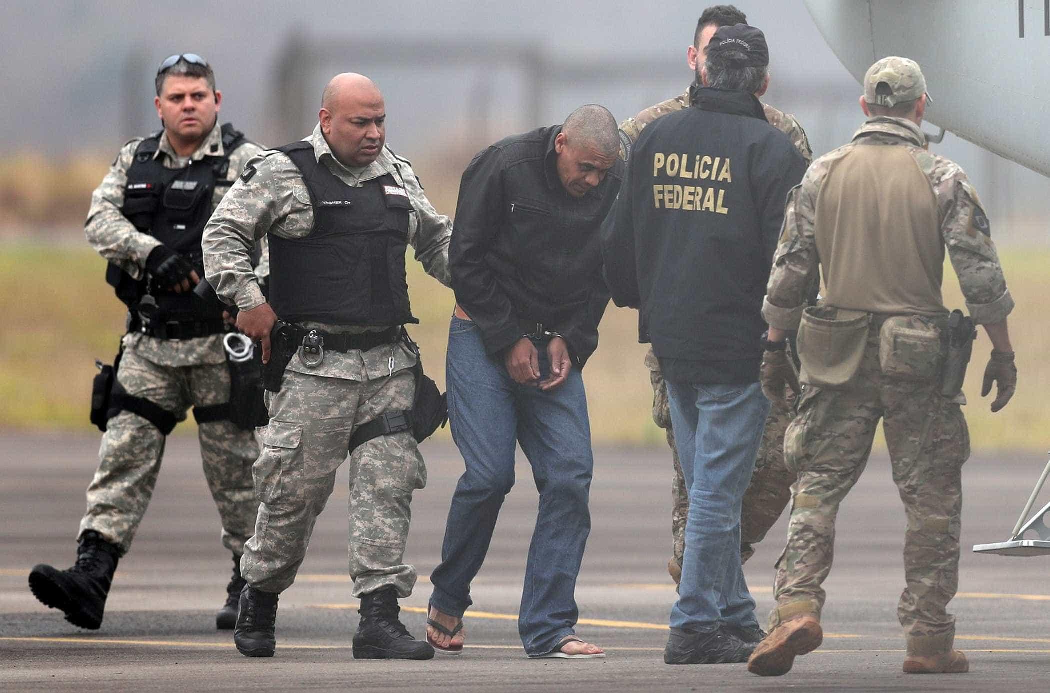 Agressor de Bolsonaro agiu sozinho no momento do ataque, conclui PF