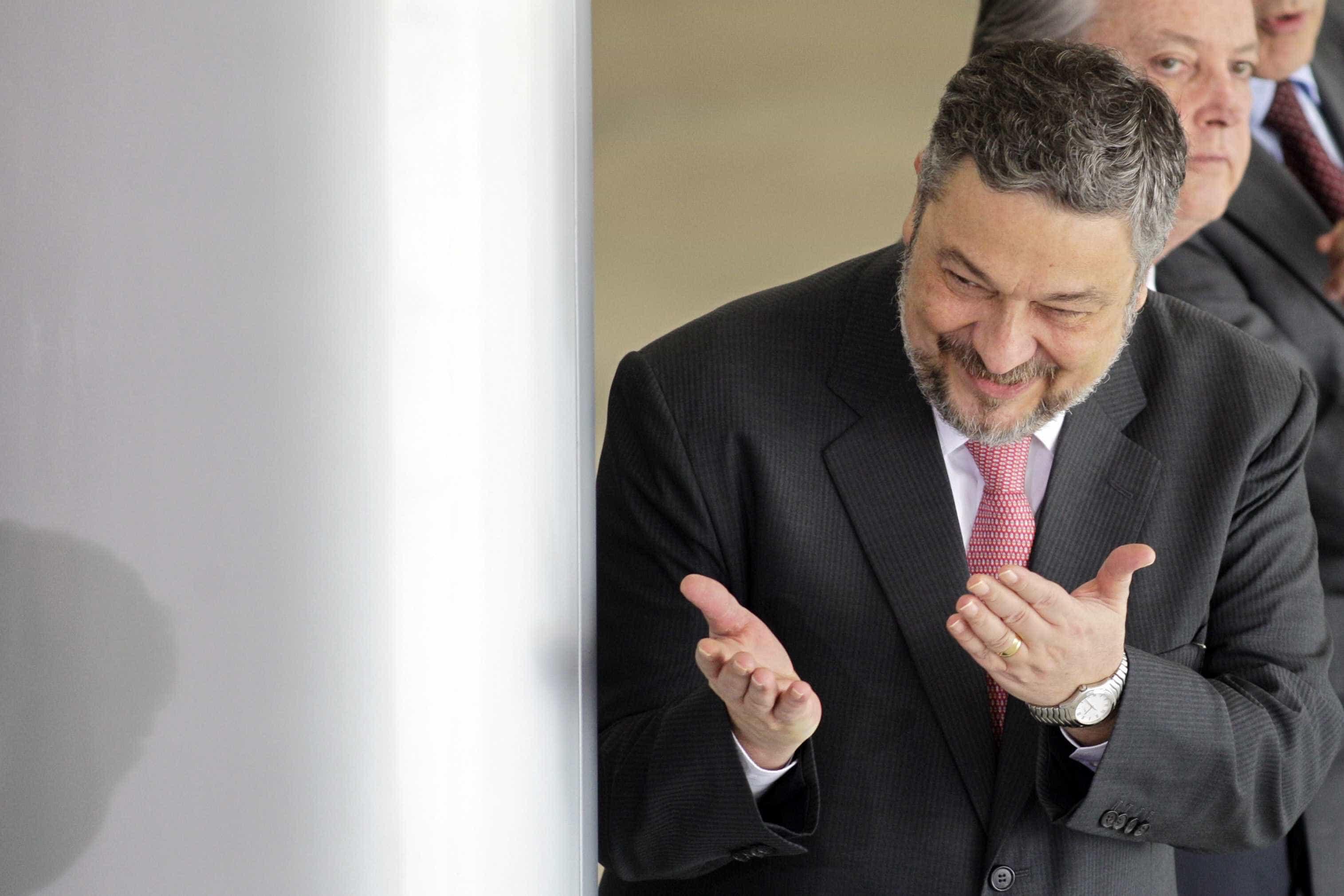 Campanha de Dilma recebeu propina em conta de Joesley, diz Palocci
