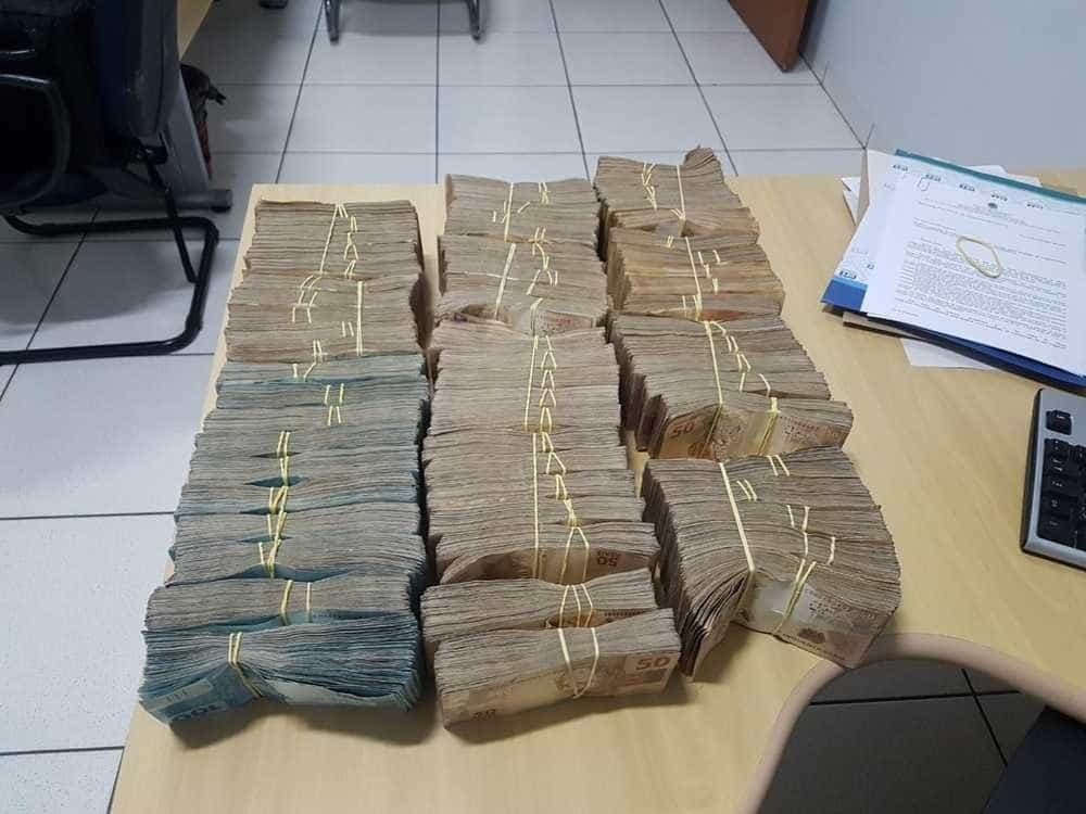 Irmão de deputado do PSDB é detido com R$ 500 mil após sair de banco