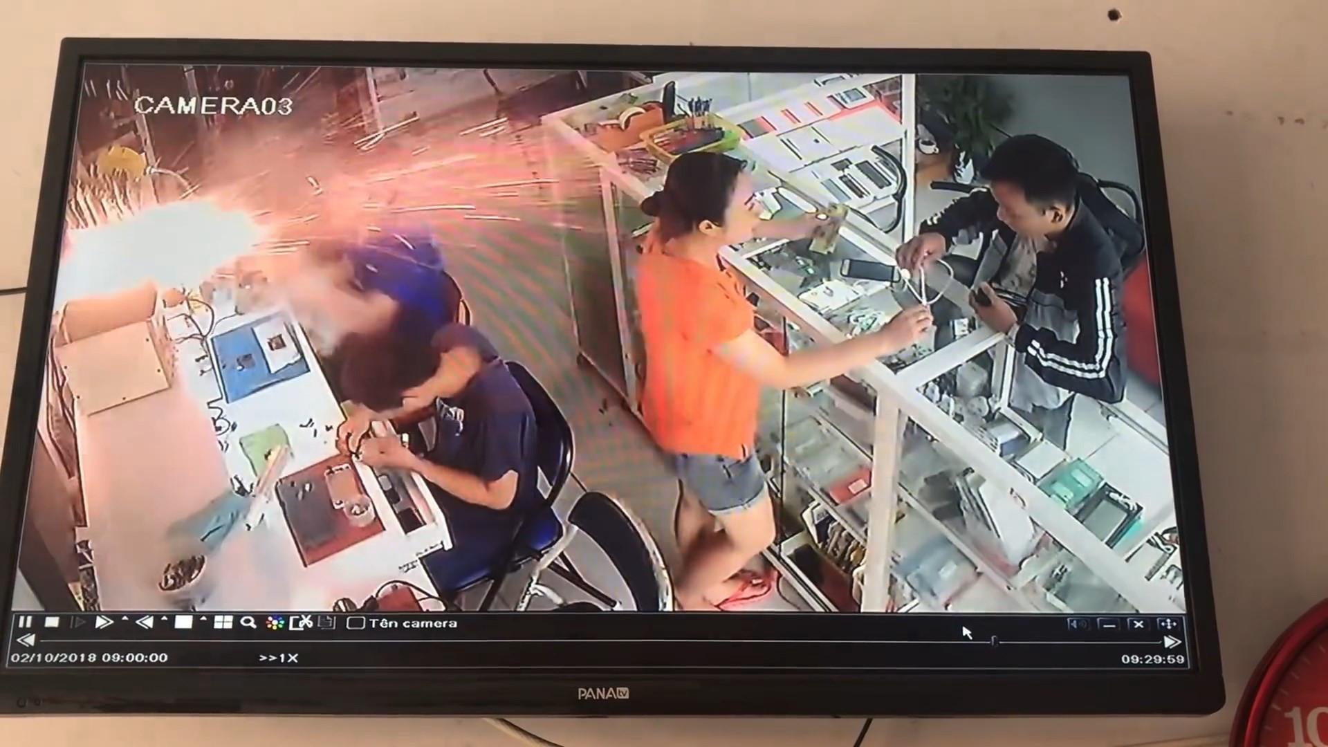 Bateria de celular explode em loja no Vietnã