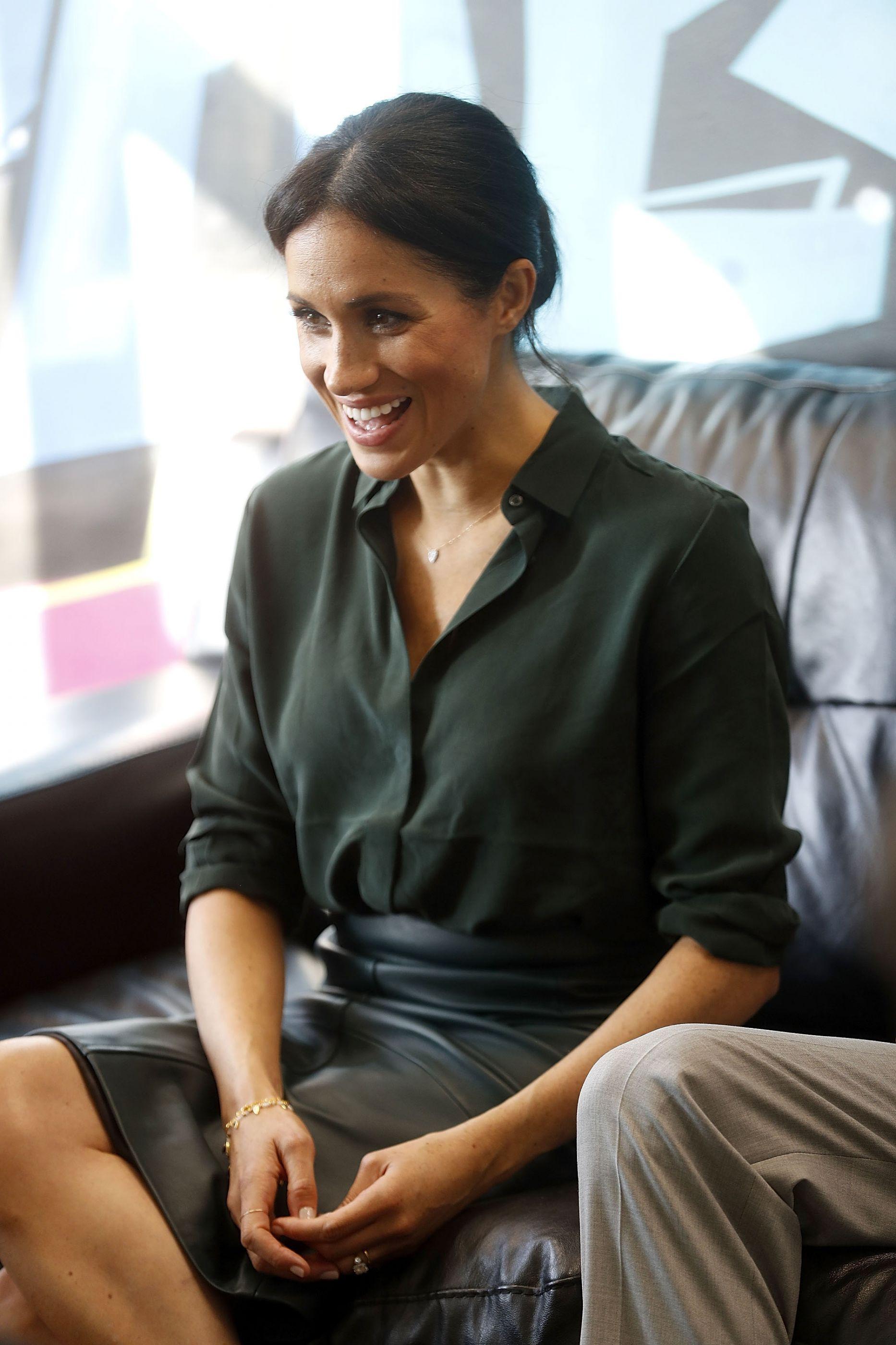 Meghan Markle faz sucesso com bolsa que custa mais de R$ 8 mil; veja