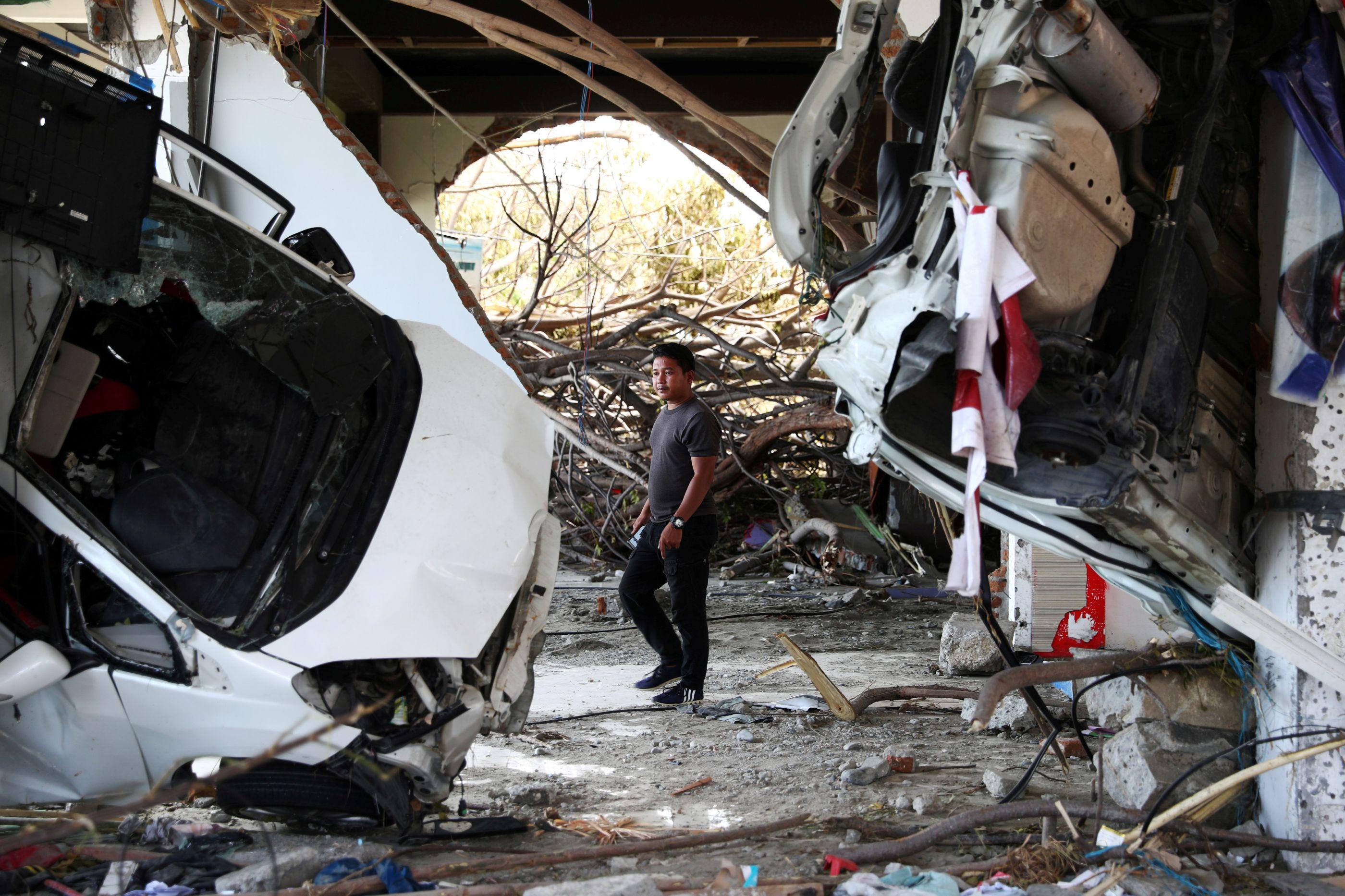 Polícia prende 92 pessoas por saques após terremoto e tsunami