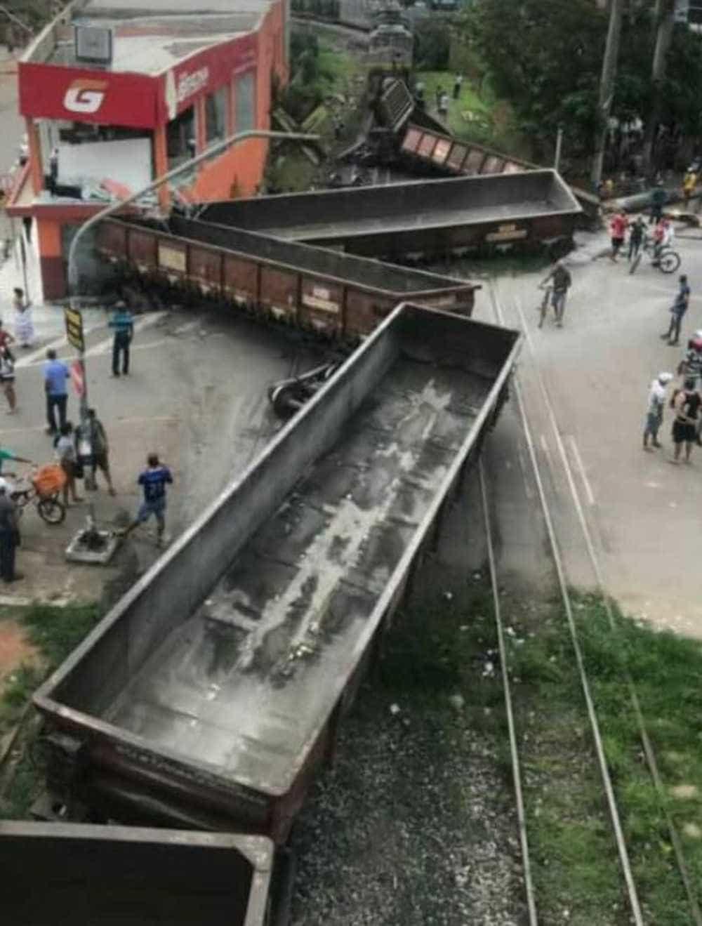 Trem descarrila em MG e deixa um ferido