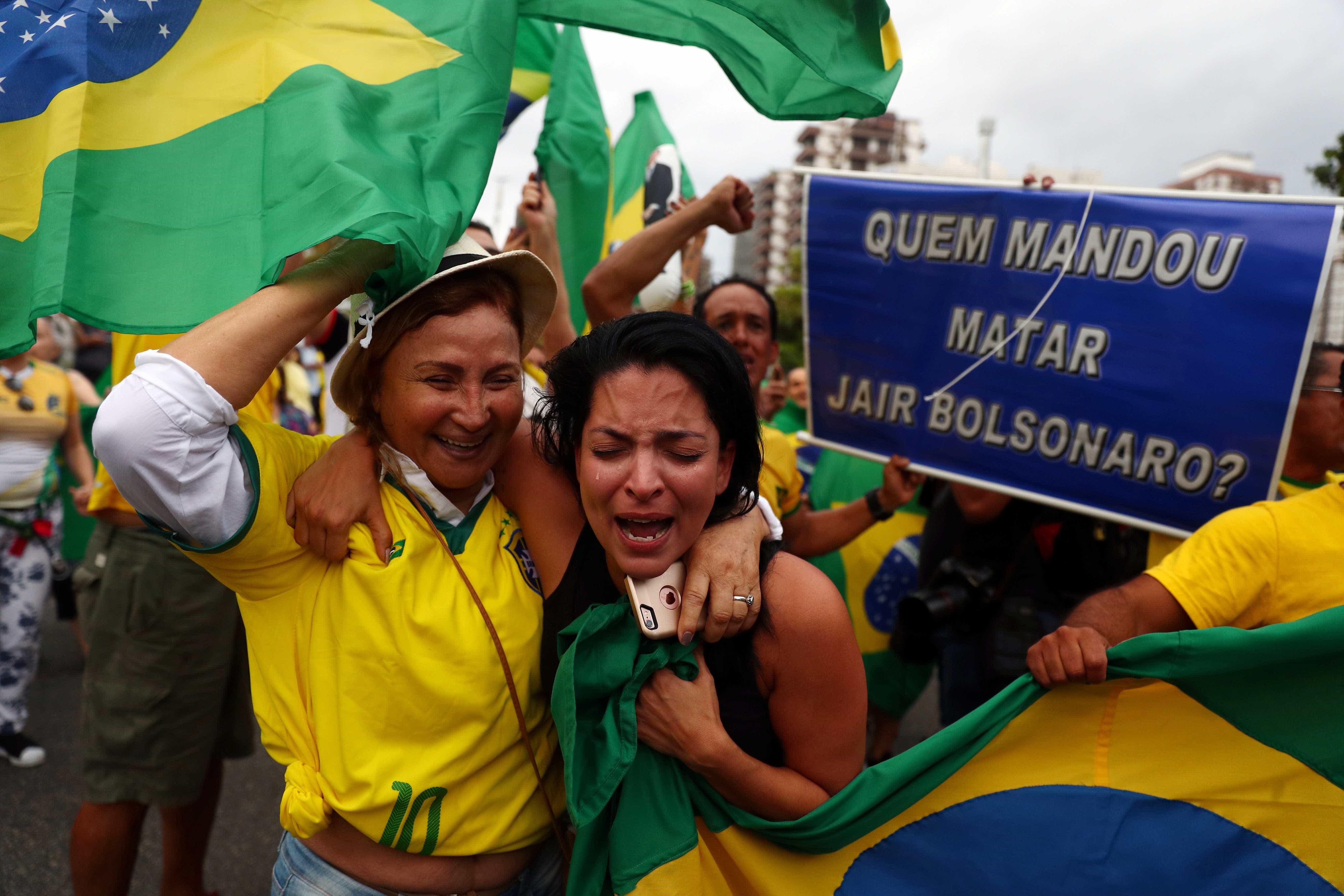 Em clima de comemoração, eleitores de Bolsonaro manifestam no Rio