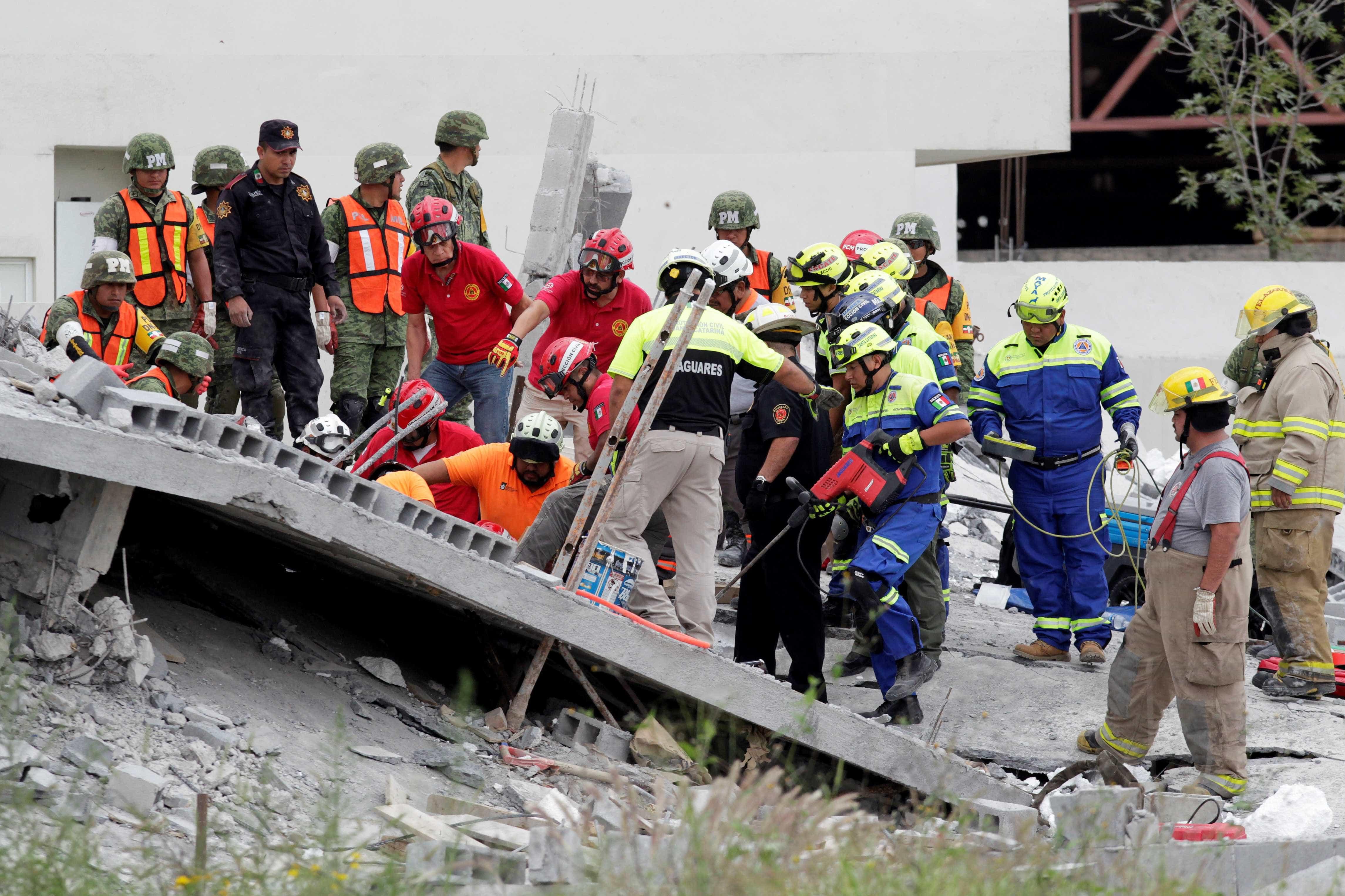 Shopping em construção desaba e sete pessoas morrem no México