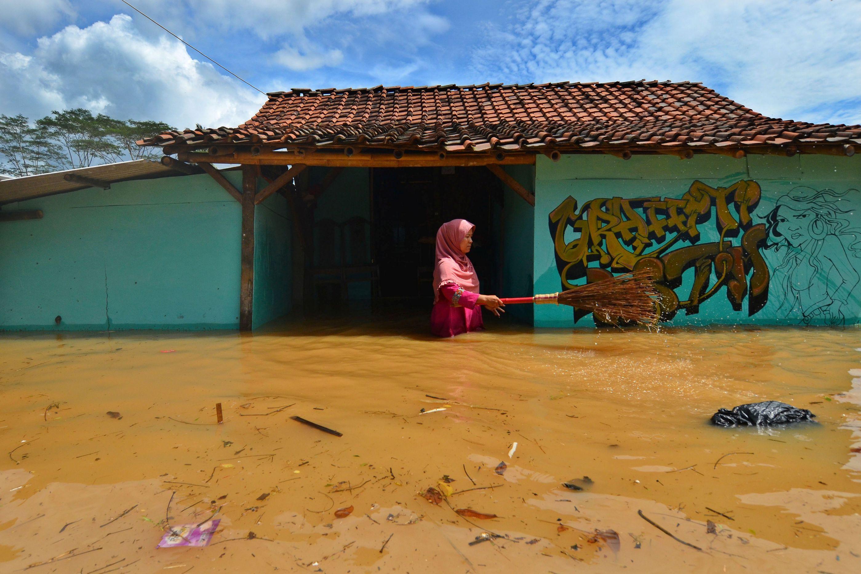 Enchente na Indonésia provoca morte de 27 pessoas; 14 são crianças