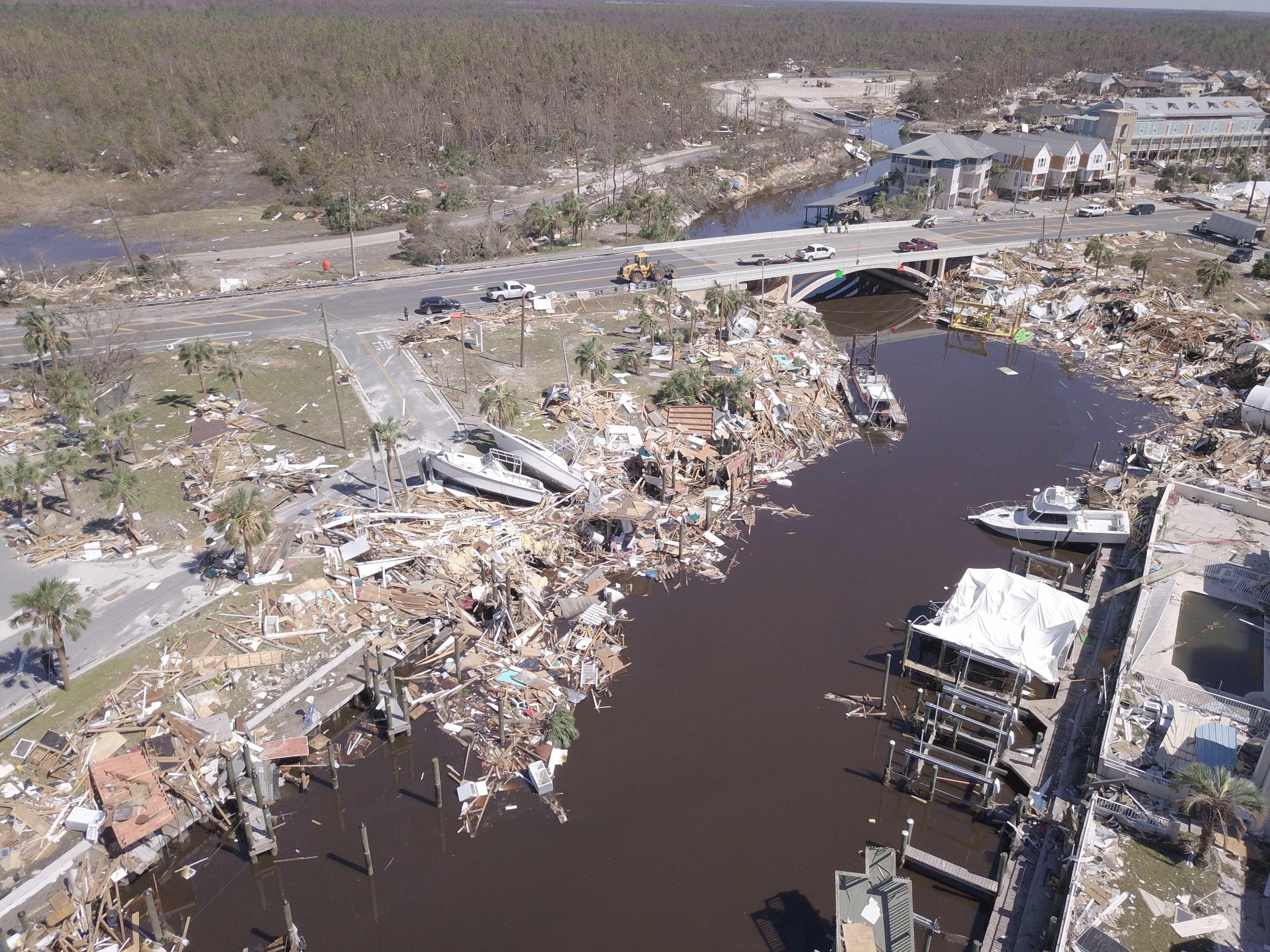Sobe para 18 número de mortos na passagem do furacão Michael nos EUA