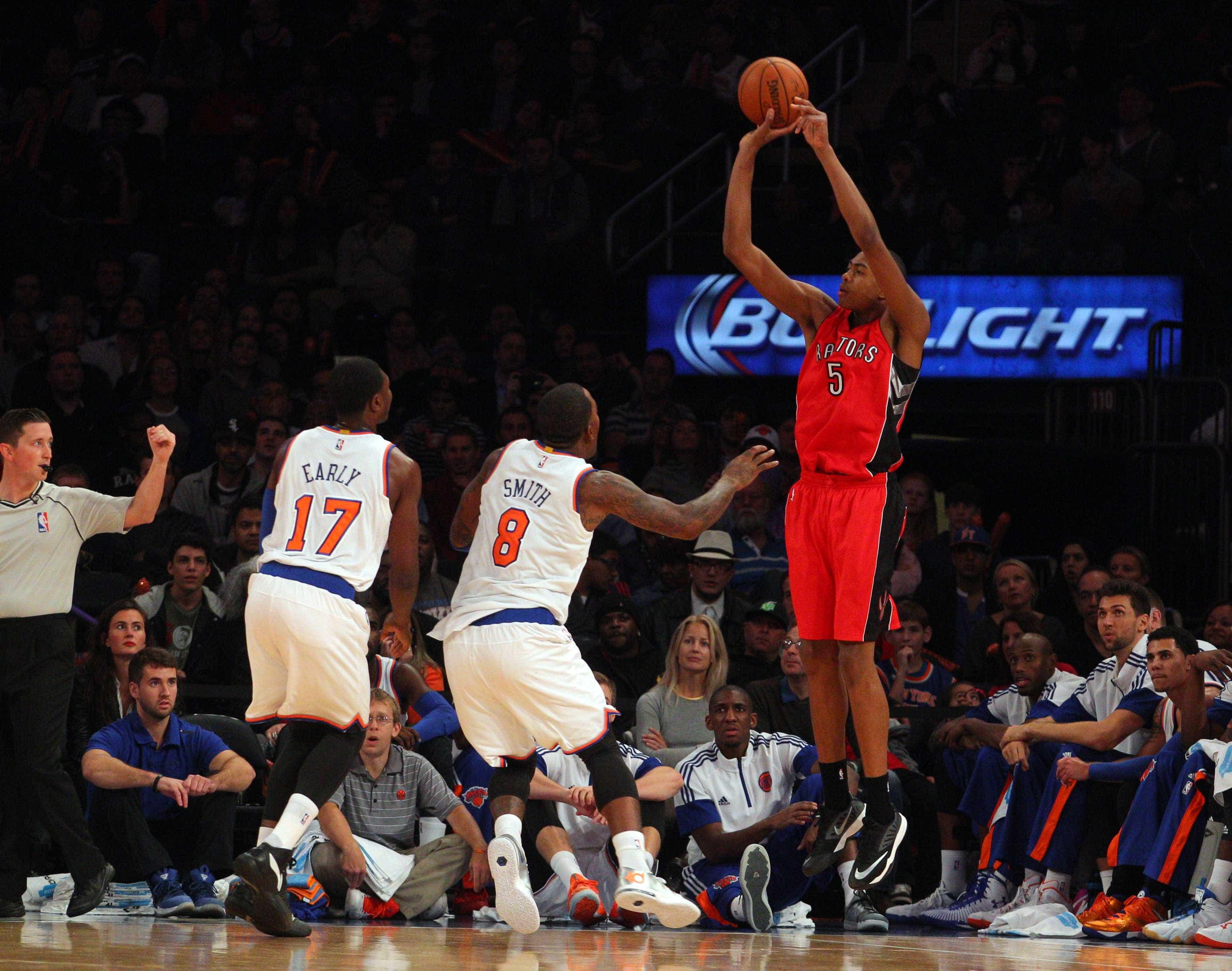 Houston Rockets dispensa brasileiro da NBA, diz jornal americano