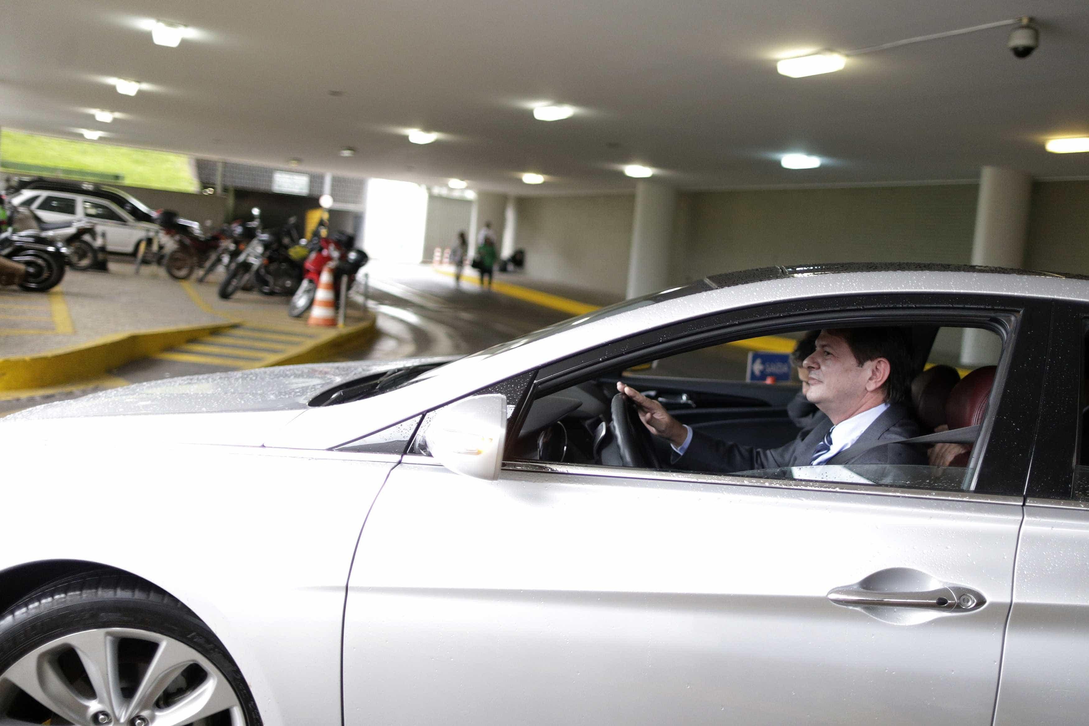 Cid Gomes vai ao TSE contra uso de sua imagem em programa de Bolsonaro