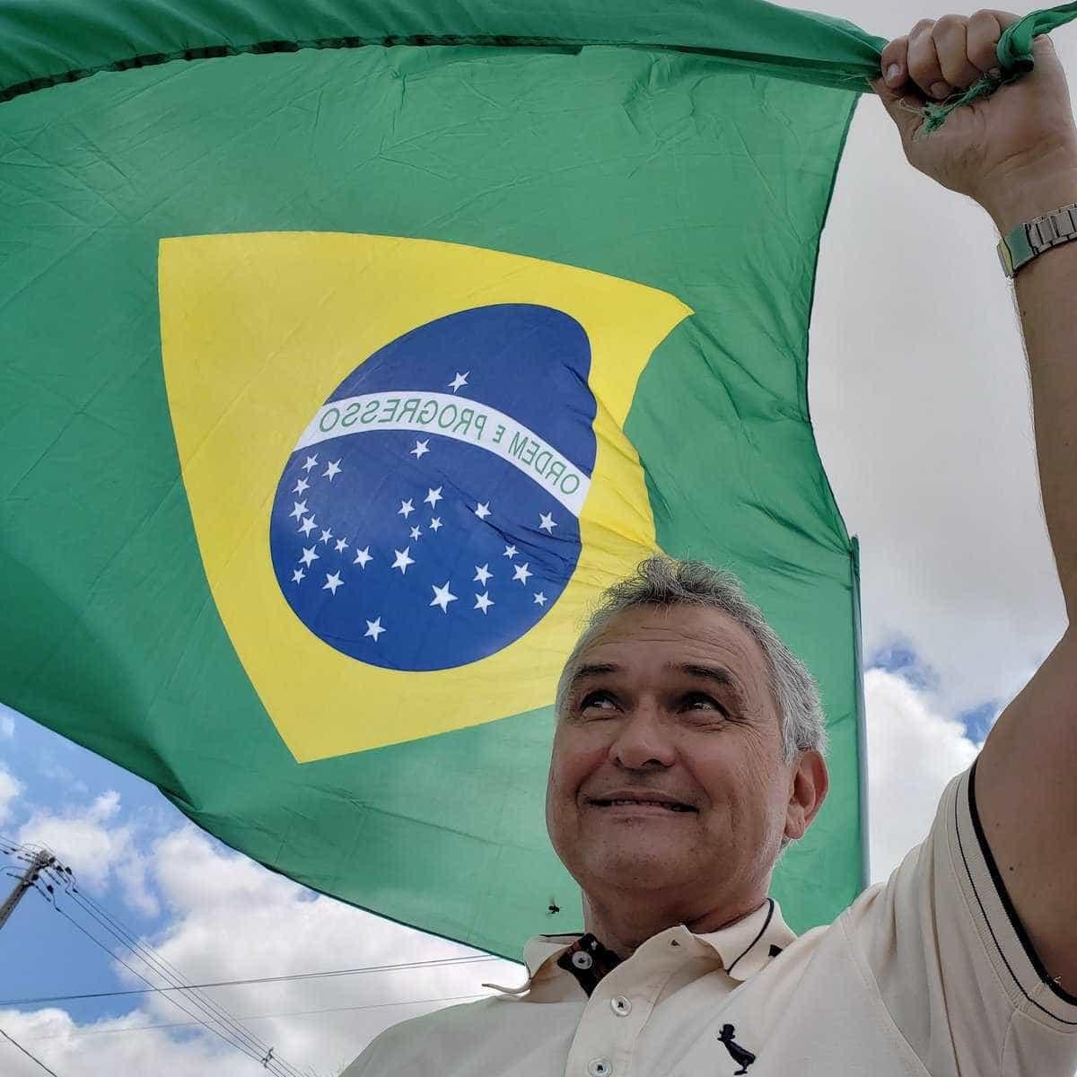 General do partido de Bolsonaro pede prisão de ministros do STF