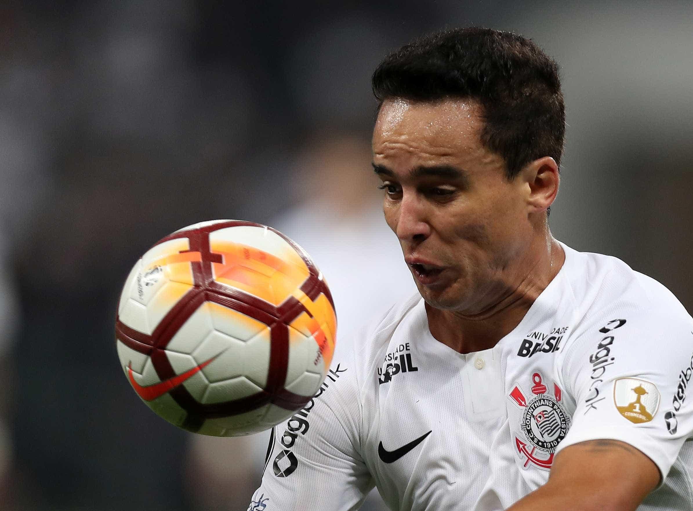 Carille revela que Jadson vai desfalcar Corinthians por 15 dias