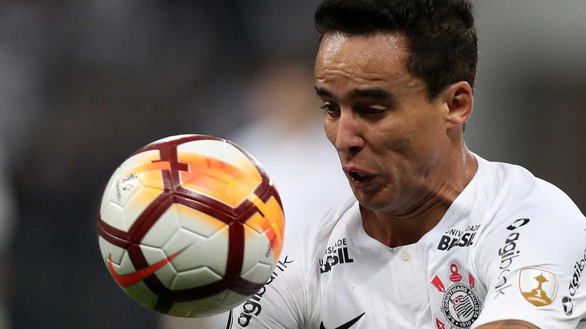 932ad7b115 Corinthians e Vitória têm final dramático e ficam no empate