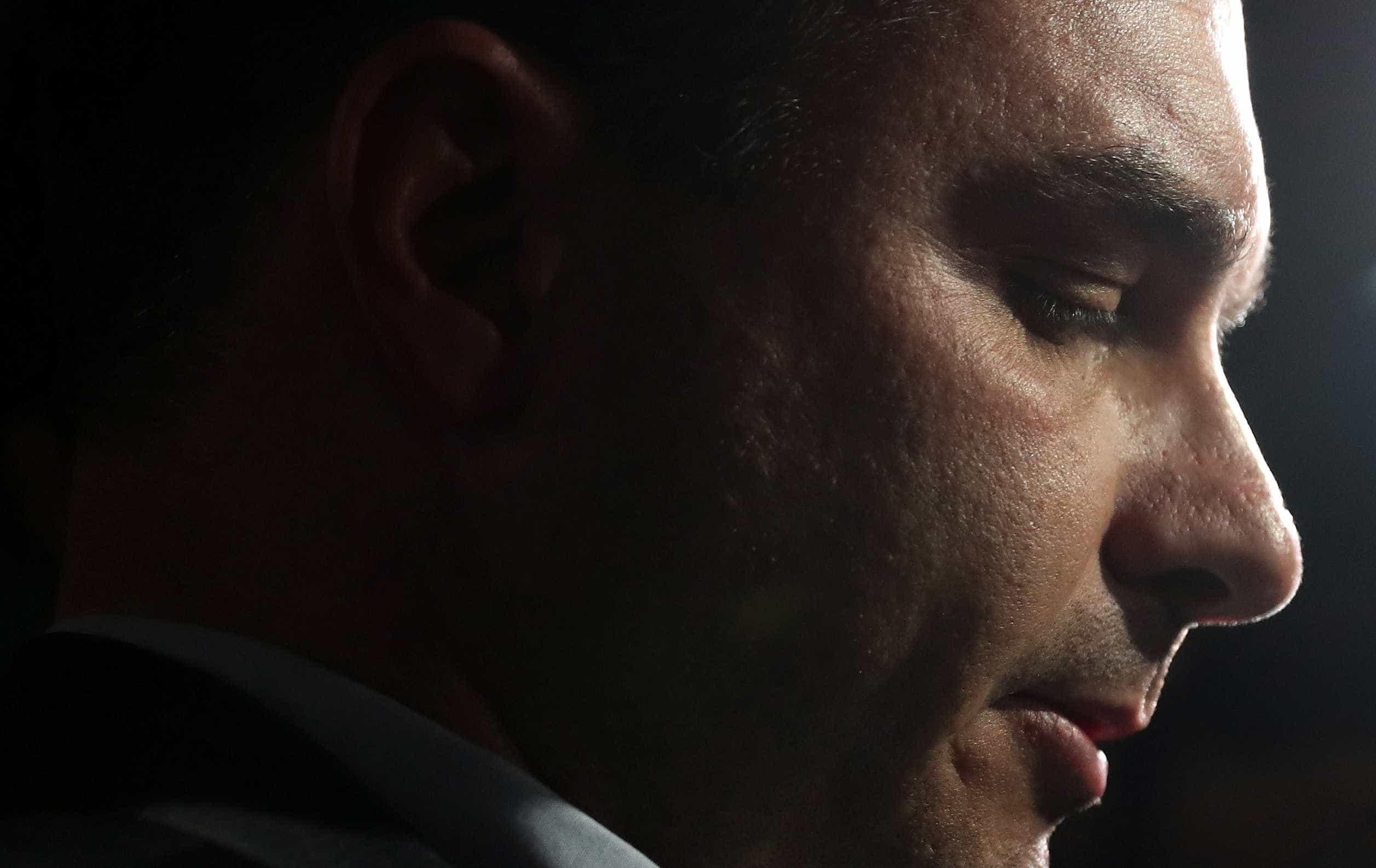 'Estou muito tranquilo e indignado', diz Flávio Bolsonaro
