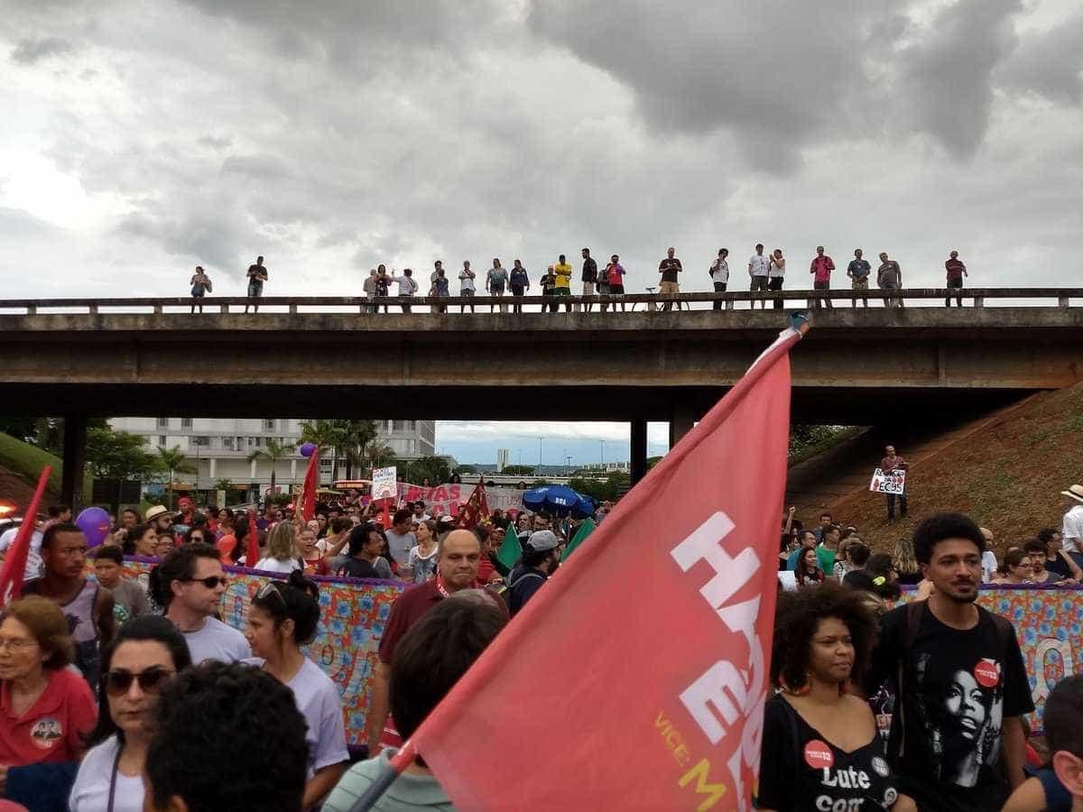 'Ditadura nunca mais', protestam manifestantes pró-Haddad em Brasília