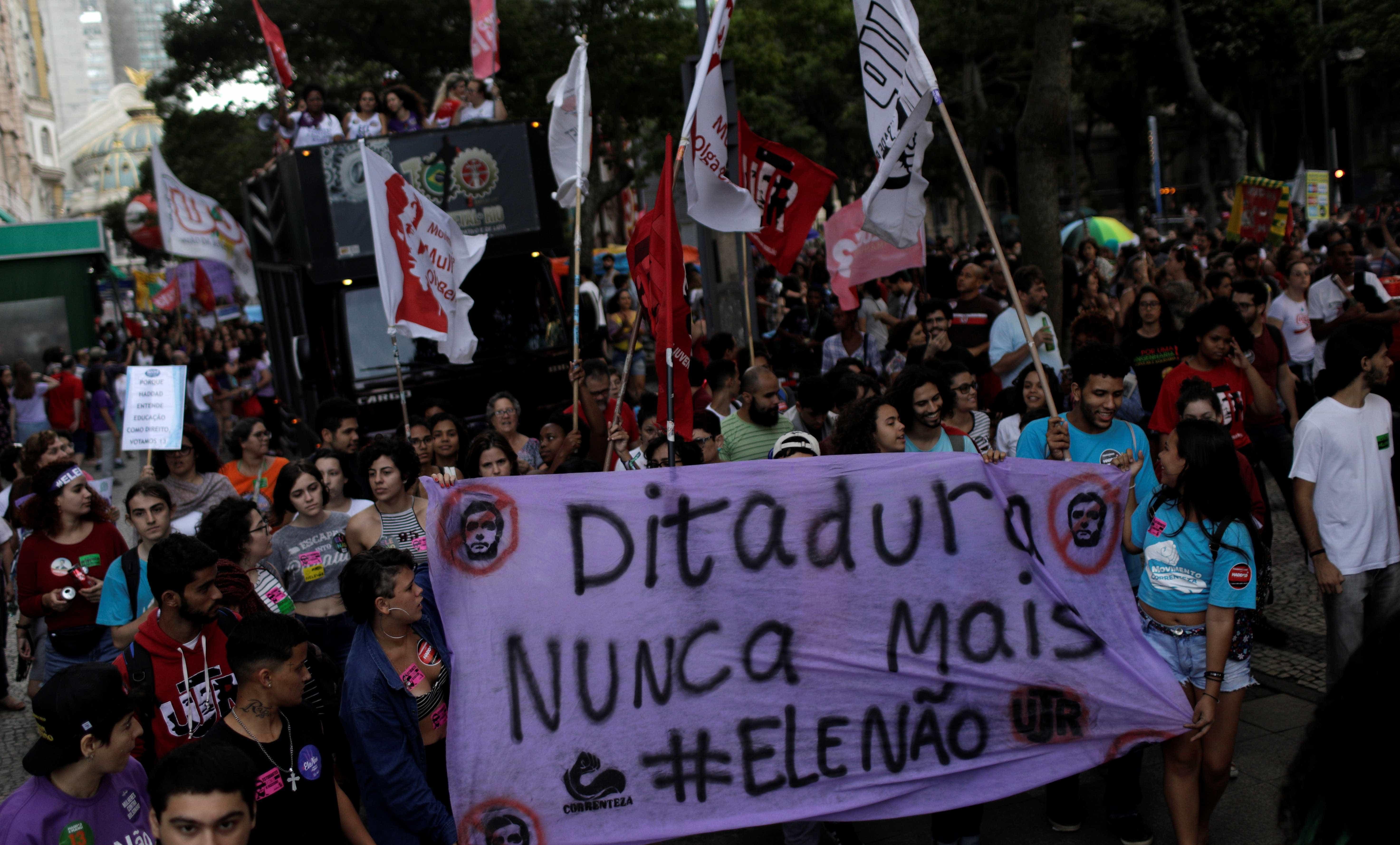 Manifestantes voltam a protestar contra Bolsonaro pelo Brasil