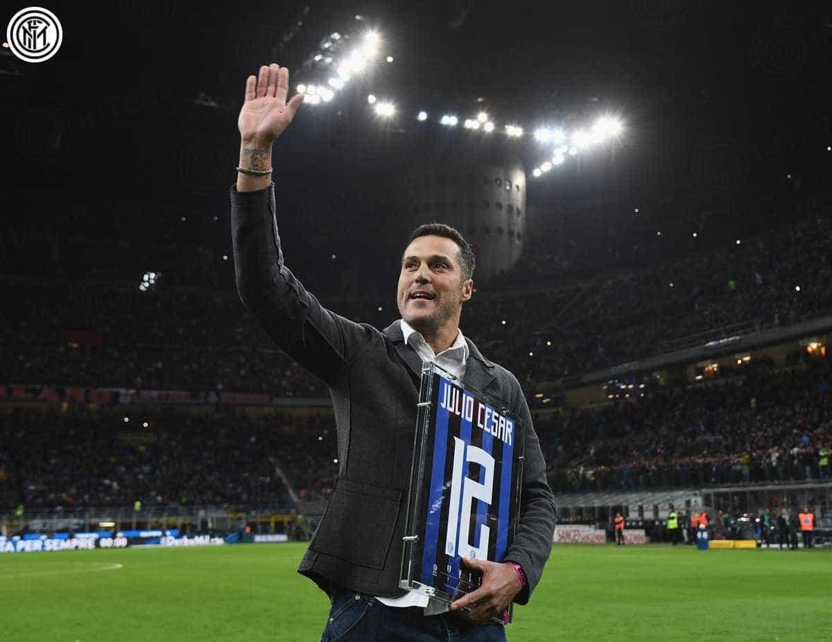 Júlio César é homenageado pela Inter antes de clássico com o Milan