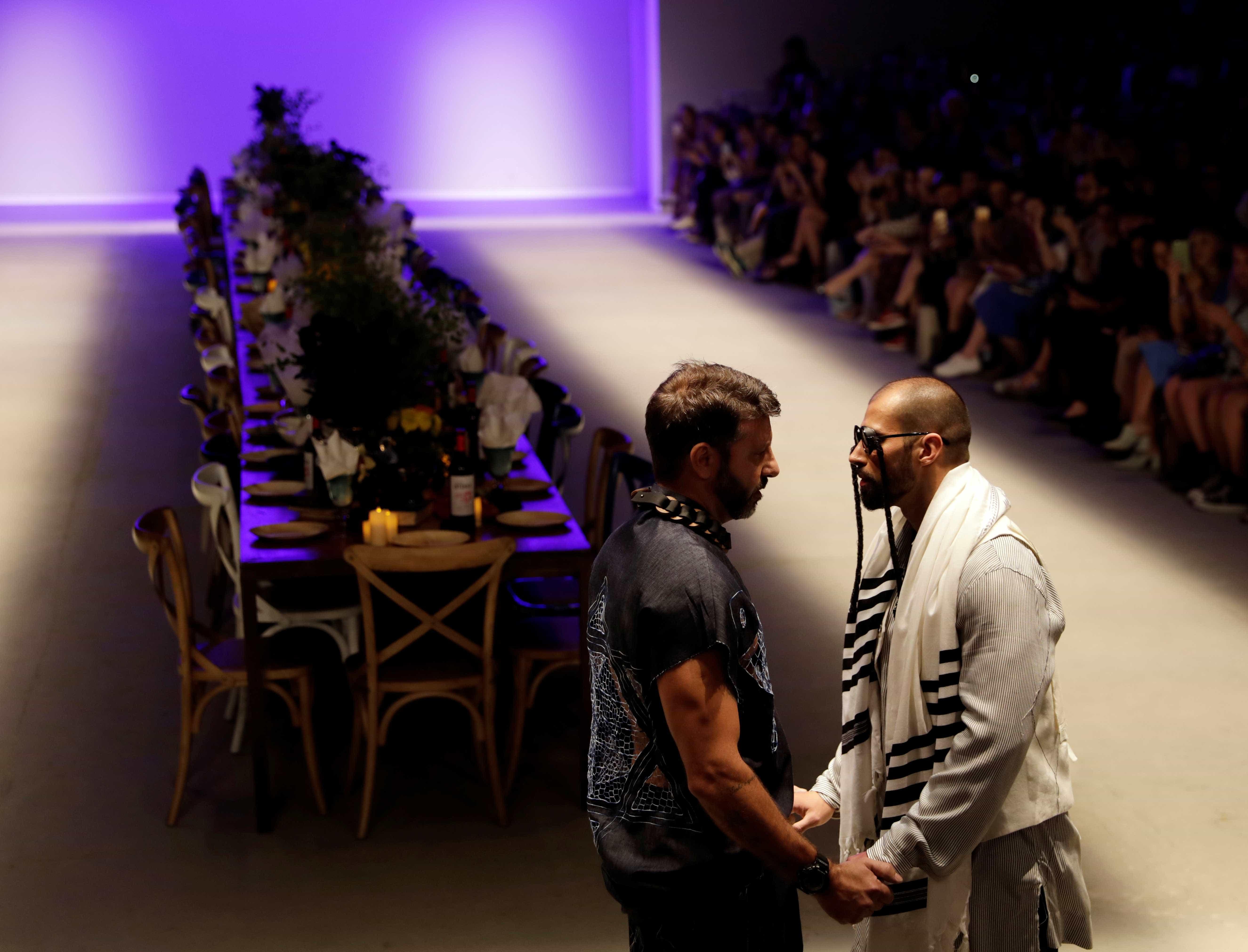 'Paira nuvem de intolerância sobre o país',diz hétero que deu beijo gay