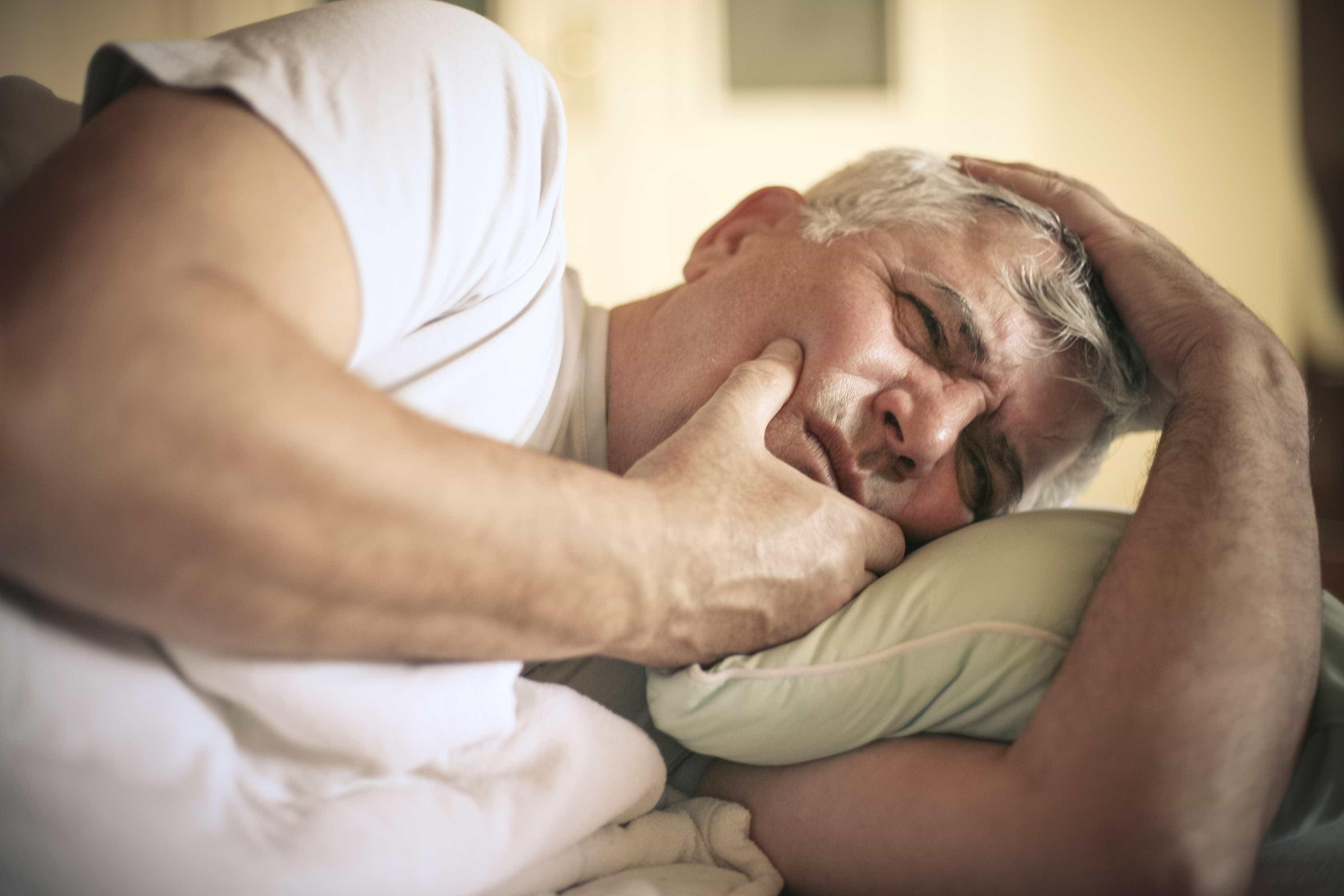 Lesões na boca que não cicatrizam podem ser sinais de câncer