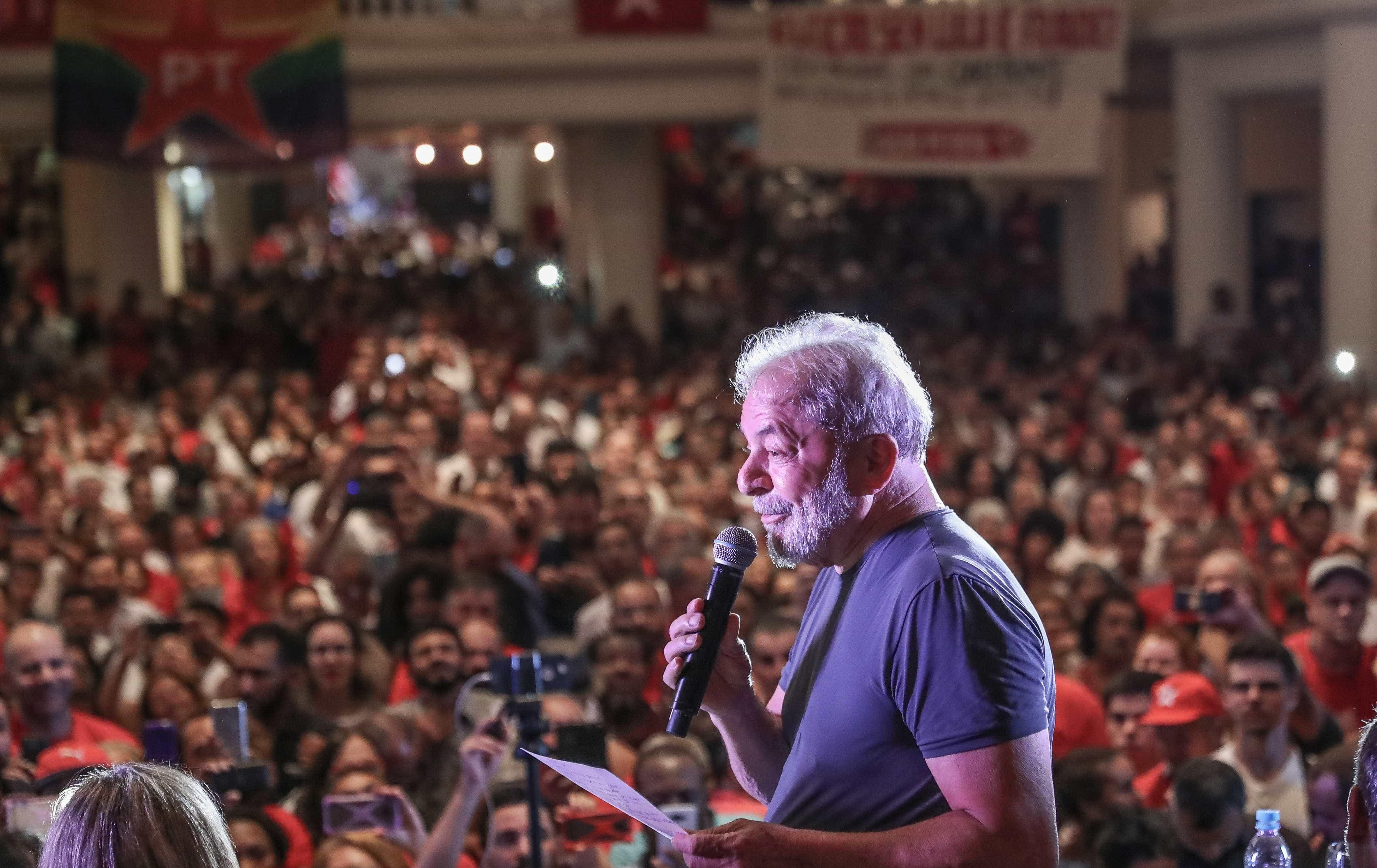 Lula diz que juíza copiou sentença e pede transferência de processo