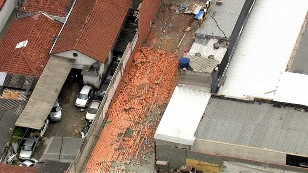 Muro desaba na Vila Olímpia, zona sul de SP e duas pessoas morrem
