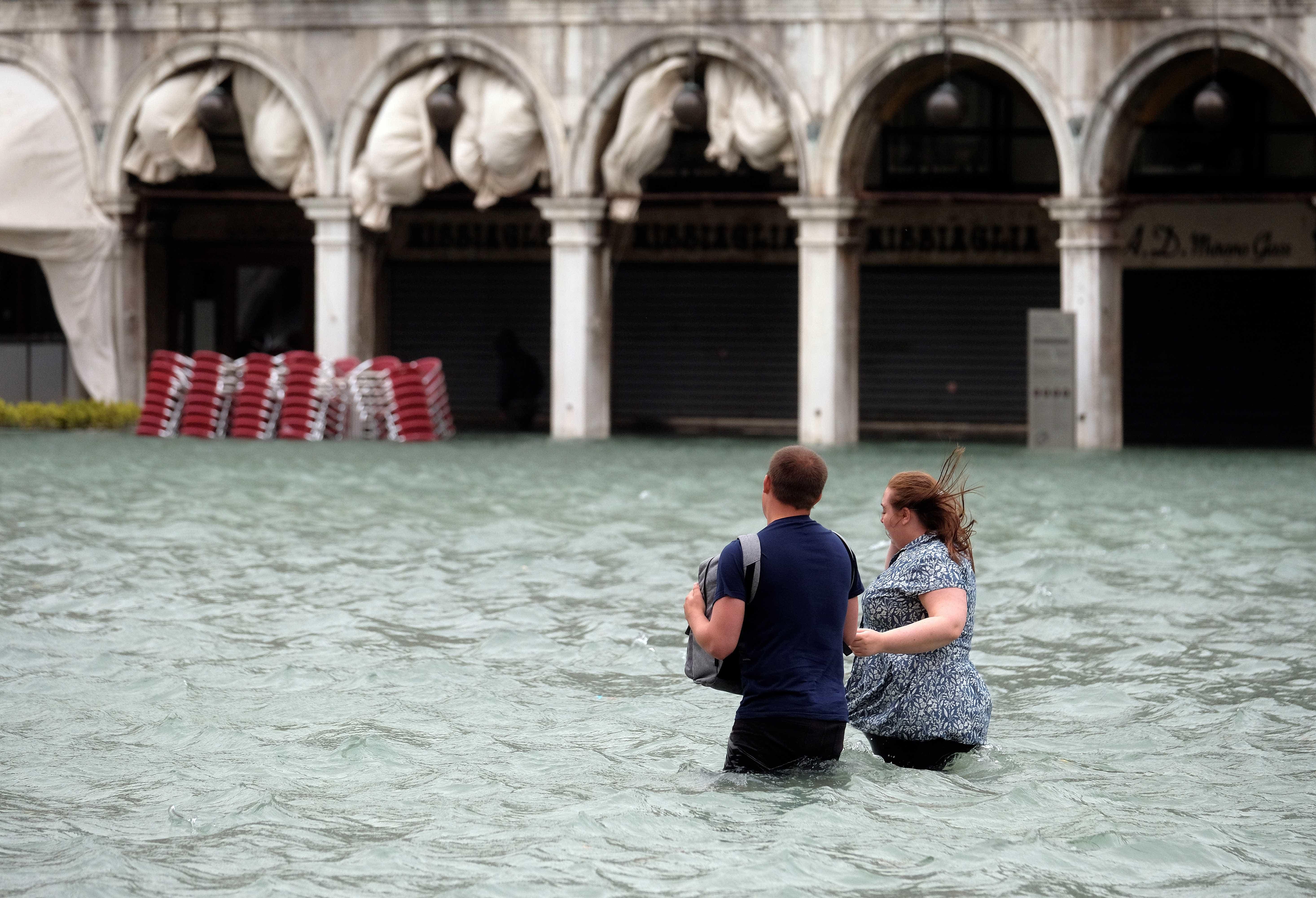 Chuvas deixam 11 mortos na Itália e destruição por todo país