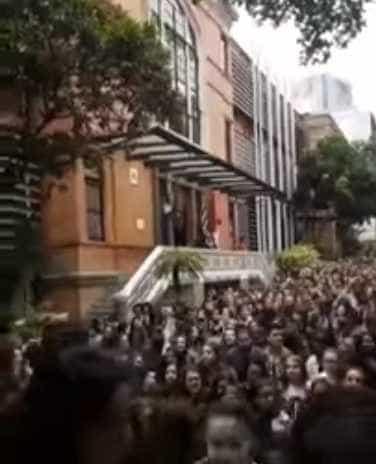 Alunos da Mackenzie repudiam atos racistas na instituição e vão às ruas
