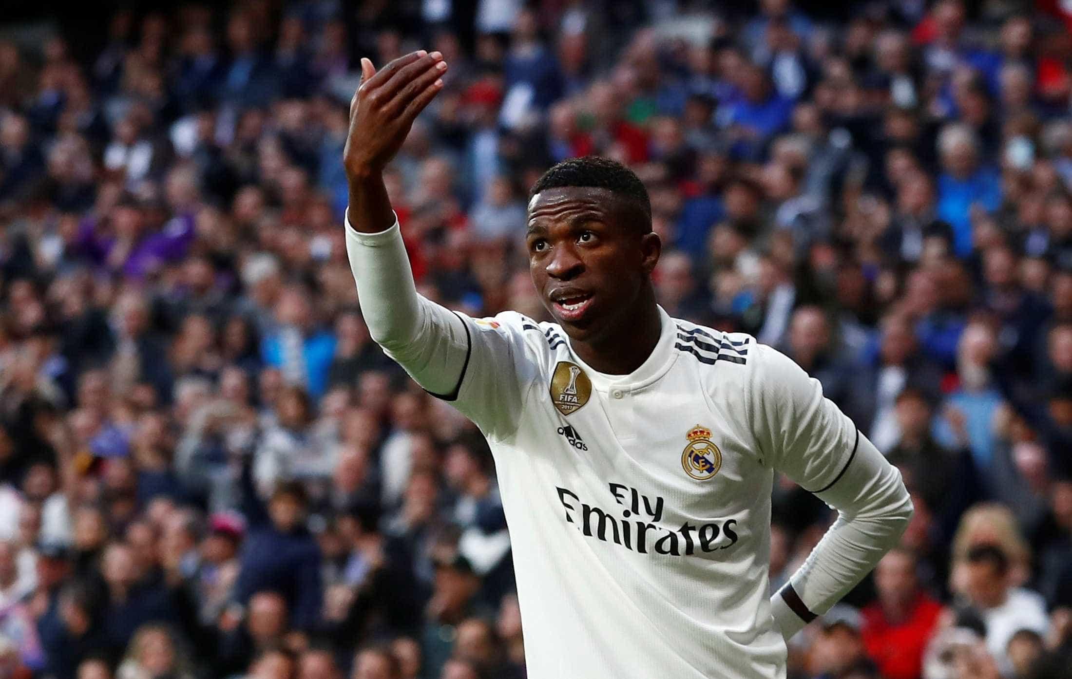 Vinícius Júnior sai do banco e salva Real Madrid contra time de Ronaldo