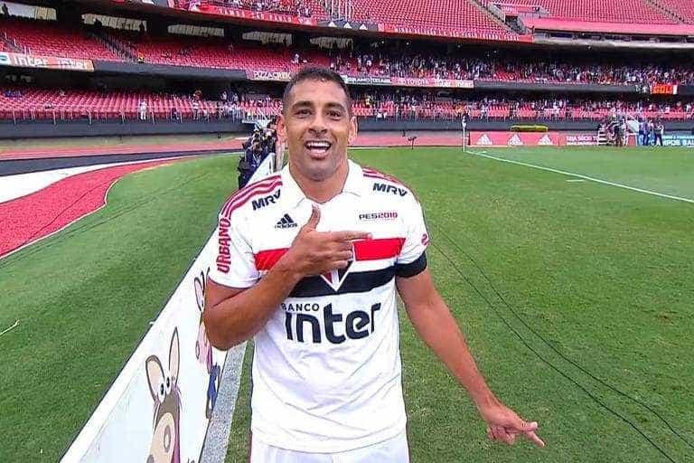Diego Souza faz homenagem a Bolsonaro ao comemorar gol; confira