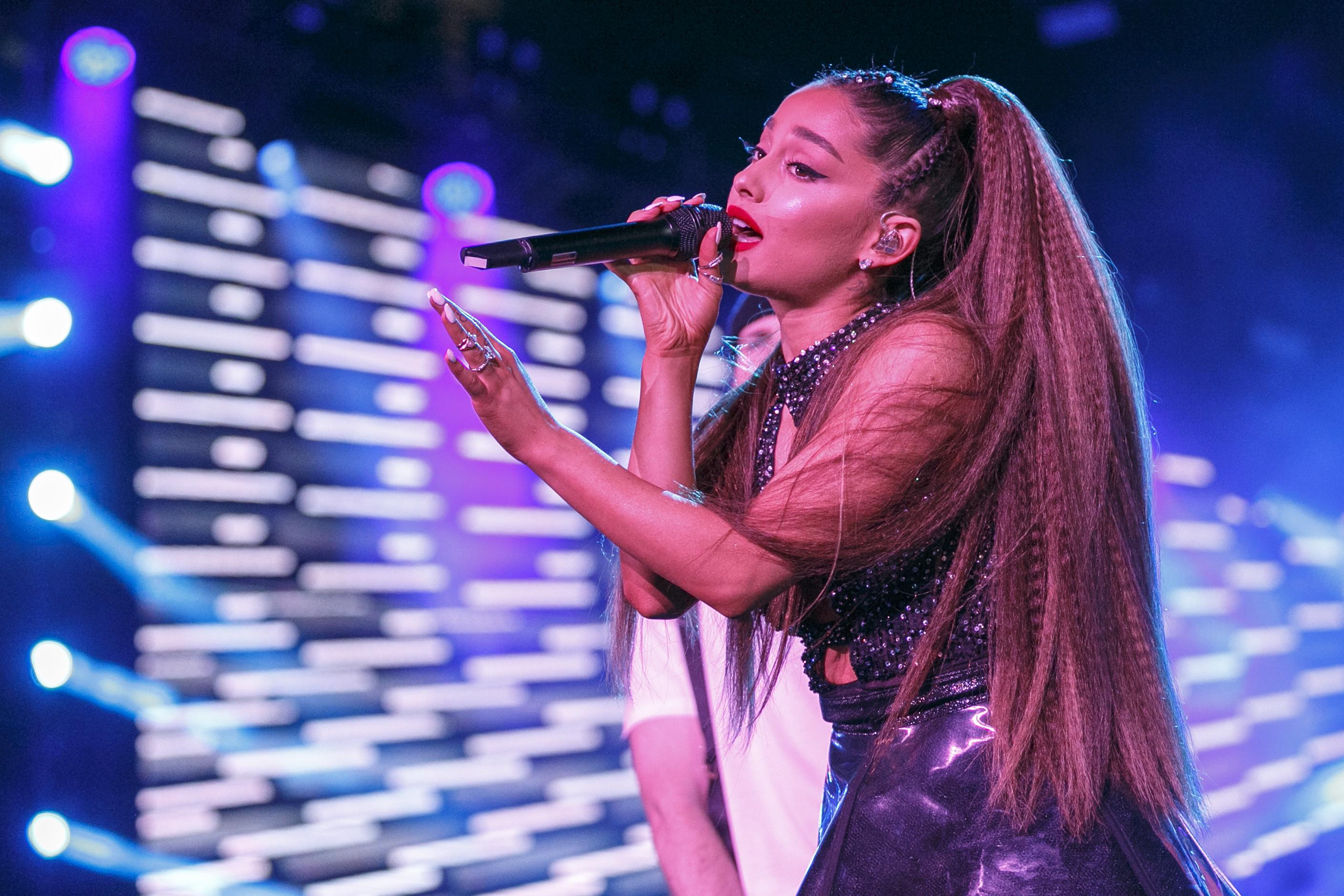 Ariana Grande dá adeus ao cabelão, sua marca registrada