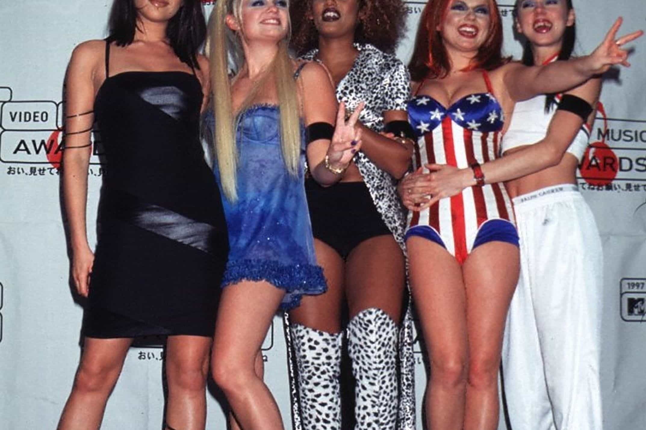 Ícone fashion: os looks memoráveis das Spice Girls