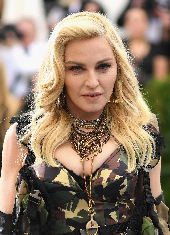 Madonna muda radicalmente de look e mostra resultado a seguidores