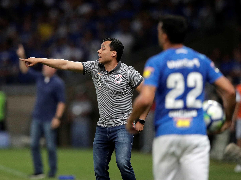 Corinthians vive drama no ataque e convive com risco de queda