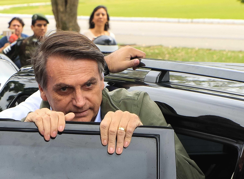 Em vídeo, Bolsonaro 'atropela' Onyx sobre possível evento no Brasil