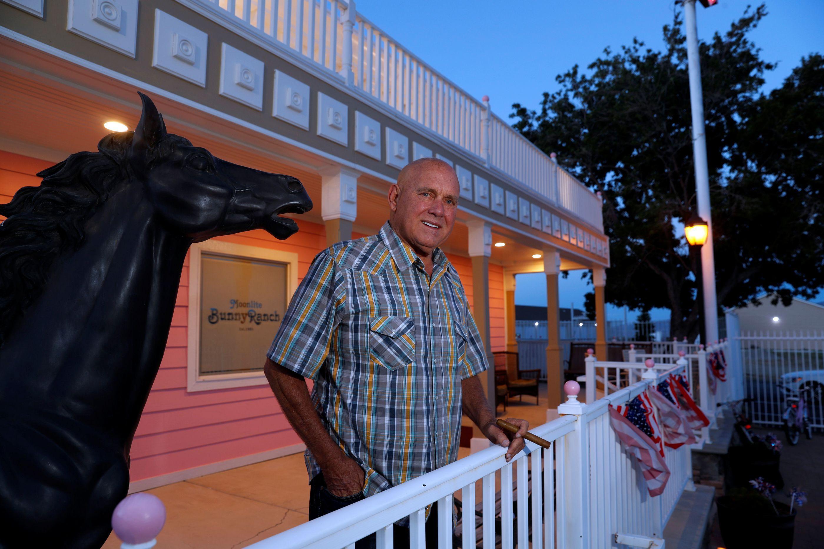 Dono de bordel, morto em outubro, ganha eleição com 68% nos EUA