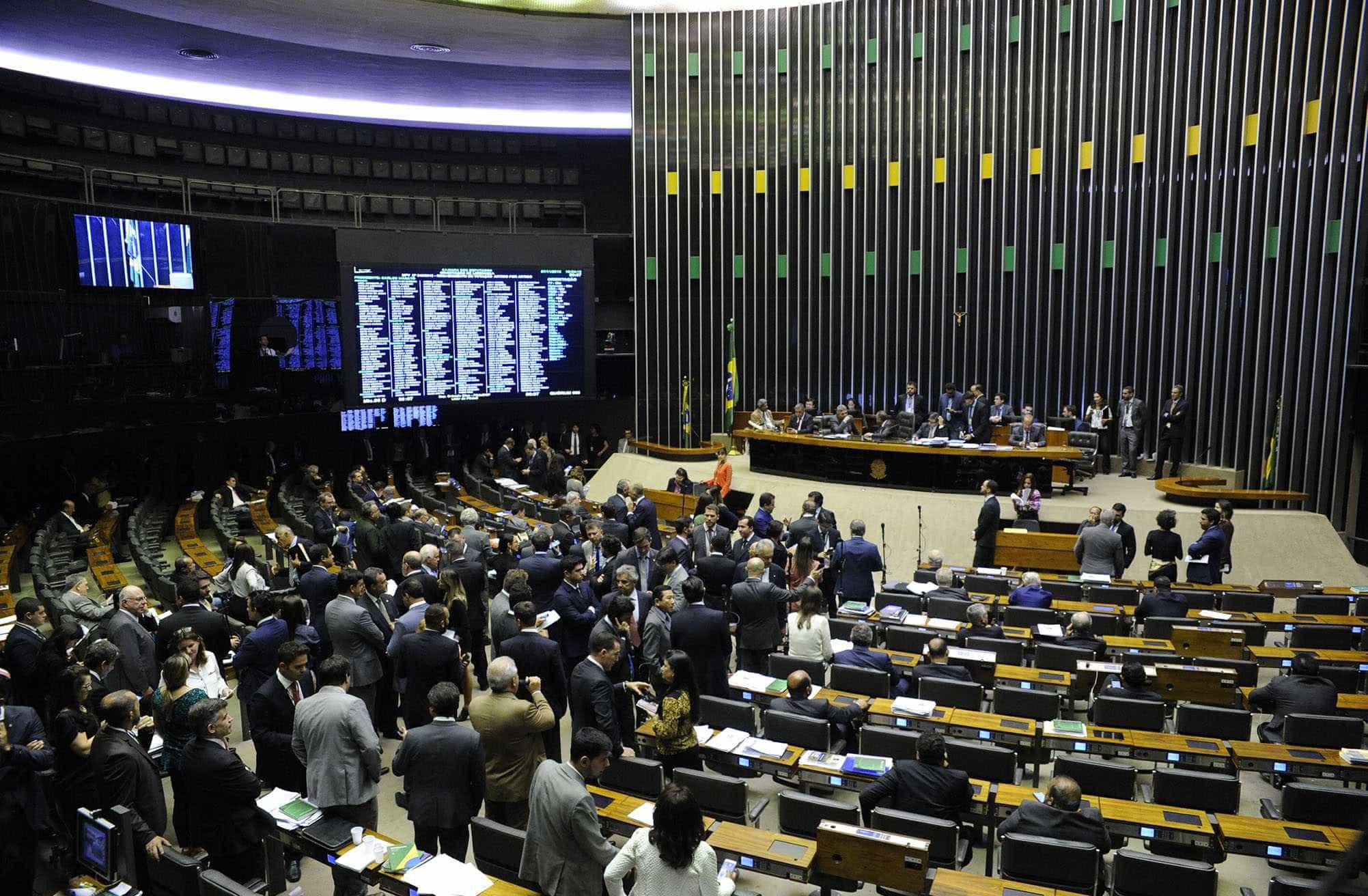 Siglas negociam bloco para isolar PSL e PT