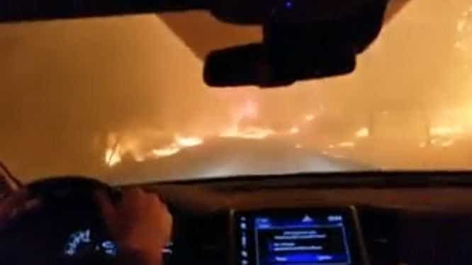 Família arrisca conduzir entre chamas para fugir de incêndio