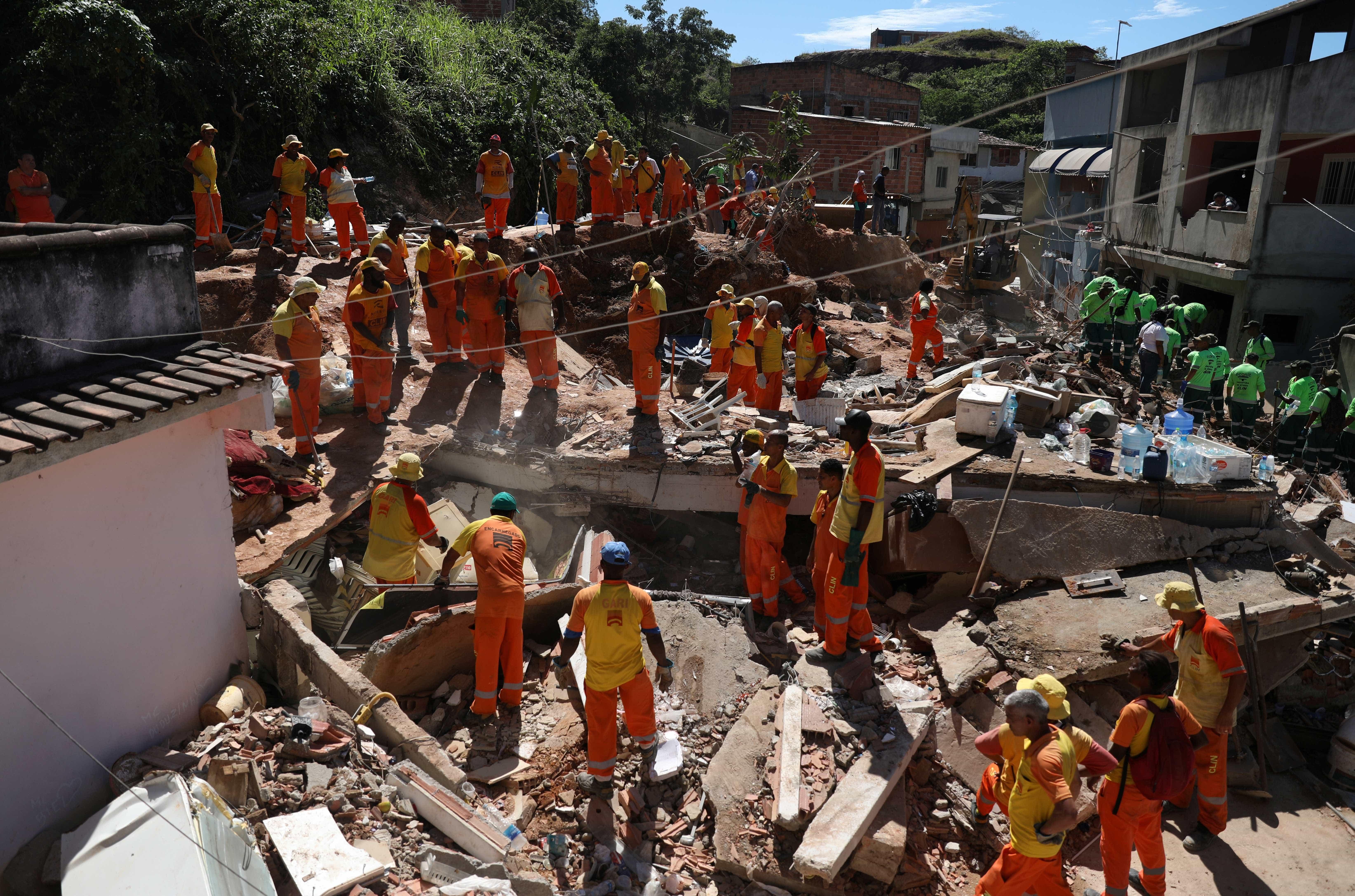 Mulher perde 7 parentes na tragédia em Niterói: 'Não quero ser forte'