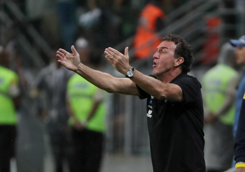 Cuca não desiste do G-6, mas lamenta desfalques contra o Flamengo