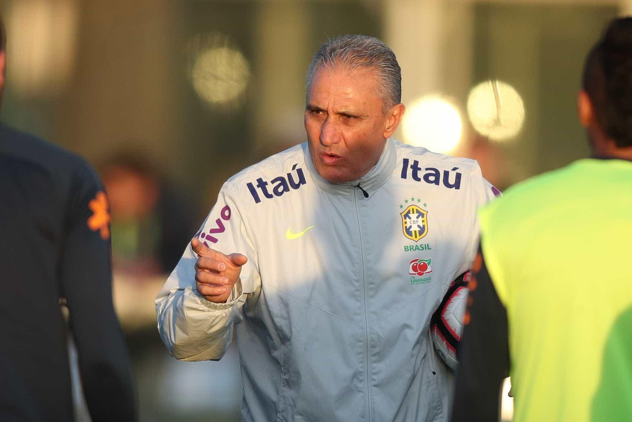 Tite faz mistério sobre escalação da seleção para encarar o Uruguai