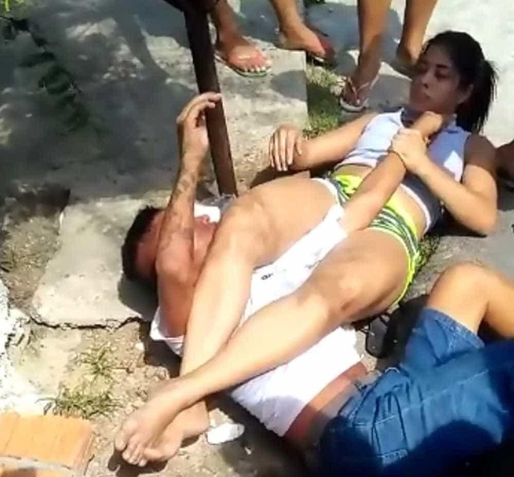 Mulher imobiliza homem com 'chave de braço' após tentativa de assalto