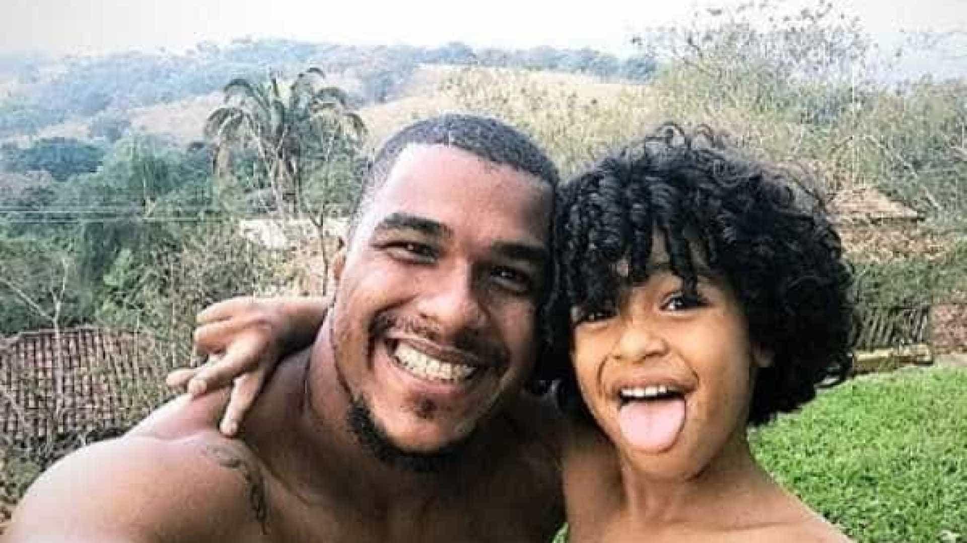 Goleiro anuncia morte de filho que sofreu acidente doméstico