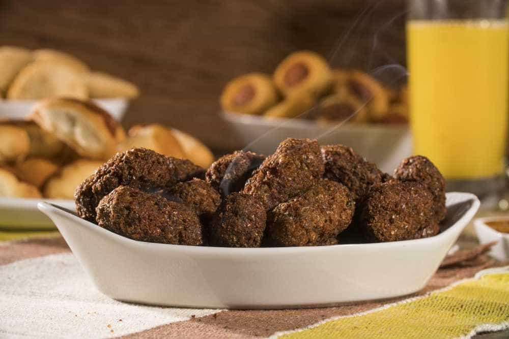 Petisco prático e saudável: bolinho assado de carne com aveia