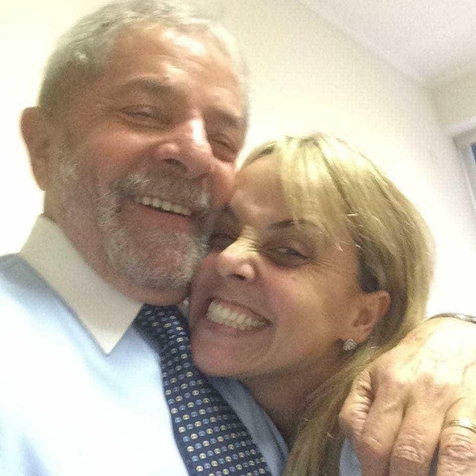 'A história mostrará quem é quem', desabafa filha de Lula