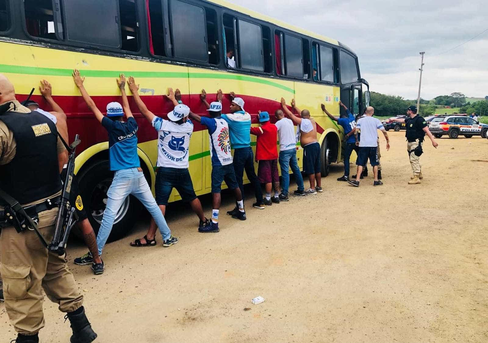 Briga entre torcidas em pedágio da Fernão Dias deixa feridos