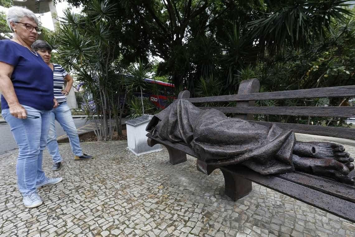 Escultura Jesus sem Teto é inaugurada em frente à Catedral do Rio